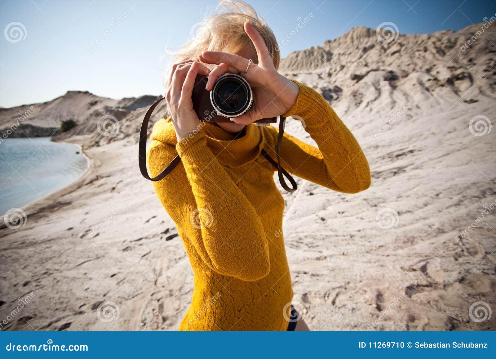 Anziana della macchina fotografica