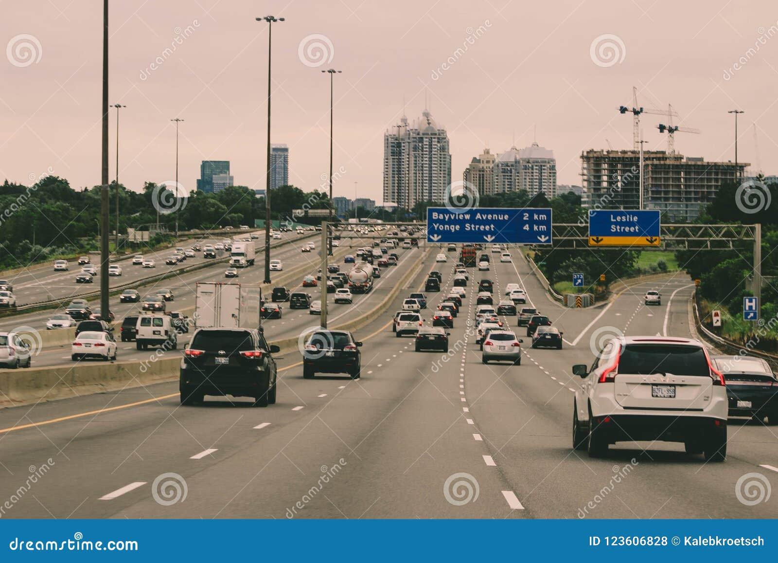12 août 2018, Canada de Toronto : Photo éditoriale de la route 401 dans la région de Toronto Les 401 est la route la plus occupée