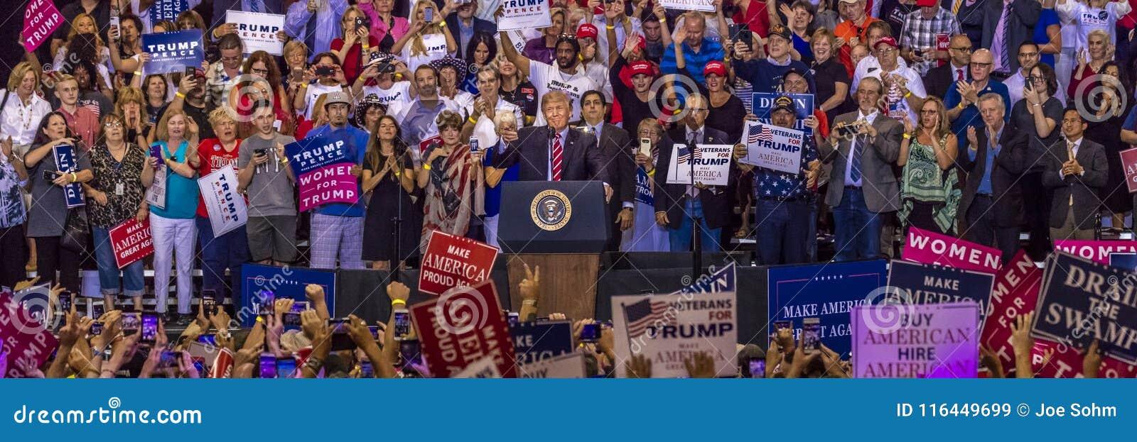 22 AOÛT 2017, PHOENIX, AZ U S Le Président Donald J L atout parle à la foule des défenseurs au Campagne, démocratie