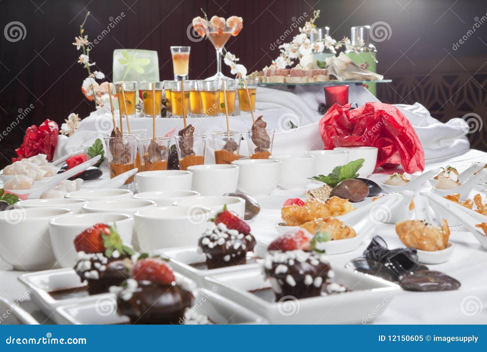 Ap ritifs et desserts asiatiques de fusion sur la table for La table a dessert