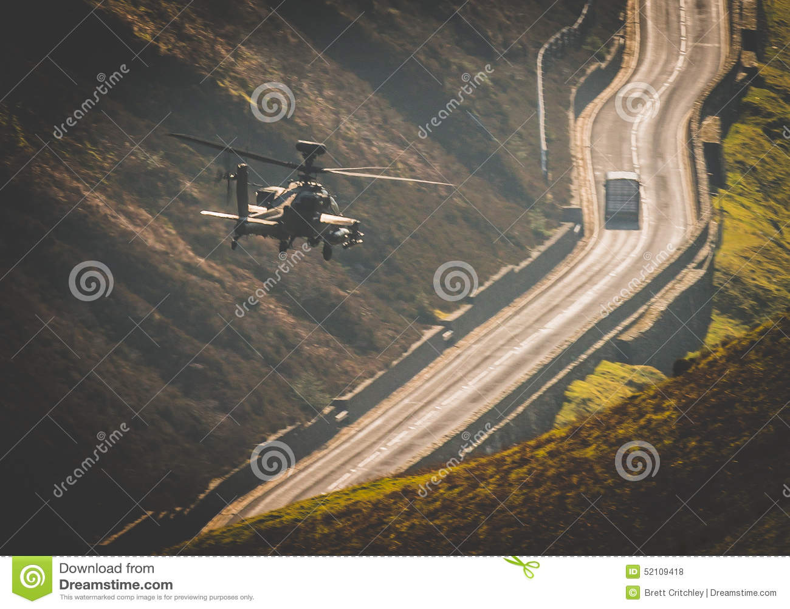 Apachehelikopter het vliegen
