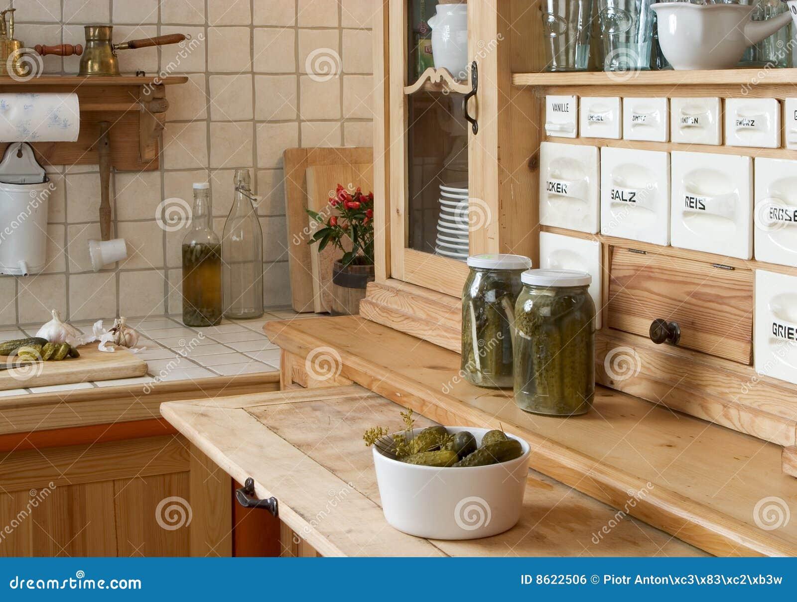 Aparador en cocina imagen de archivo libre de regal as for Aparador cocina