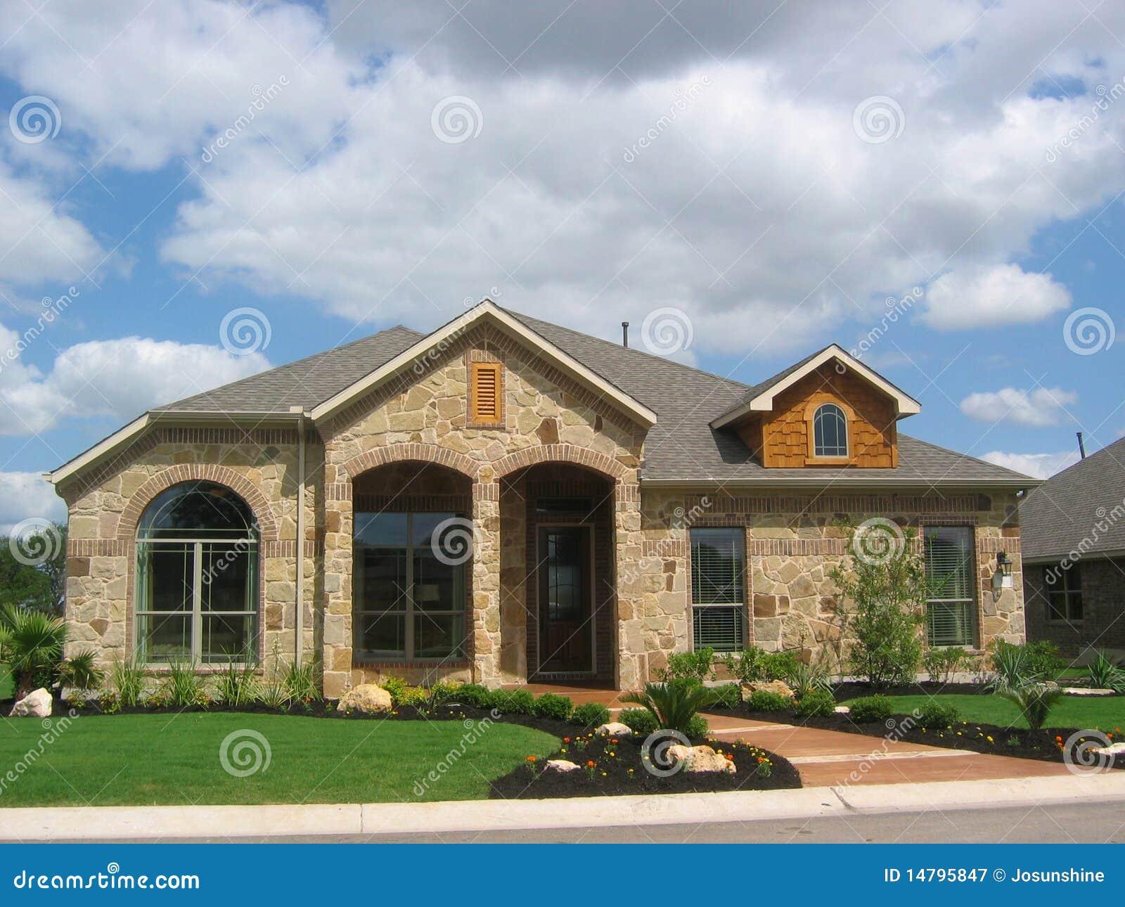 Apartadero de madera de la casa de piedra fotograf a de - Casa madera y piedra ...