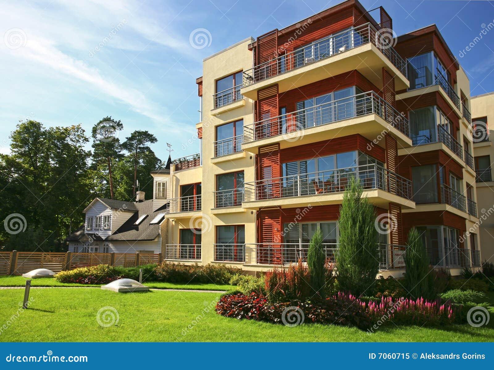 Apartamentos modernos imagen de archivo imagen de lujo for Fachadas de apartamentos modernos