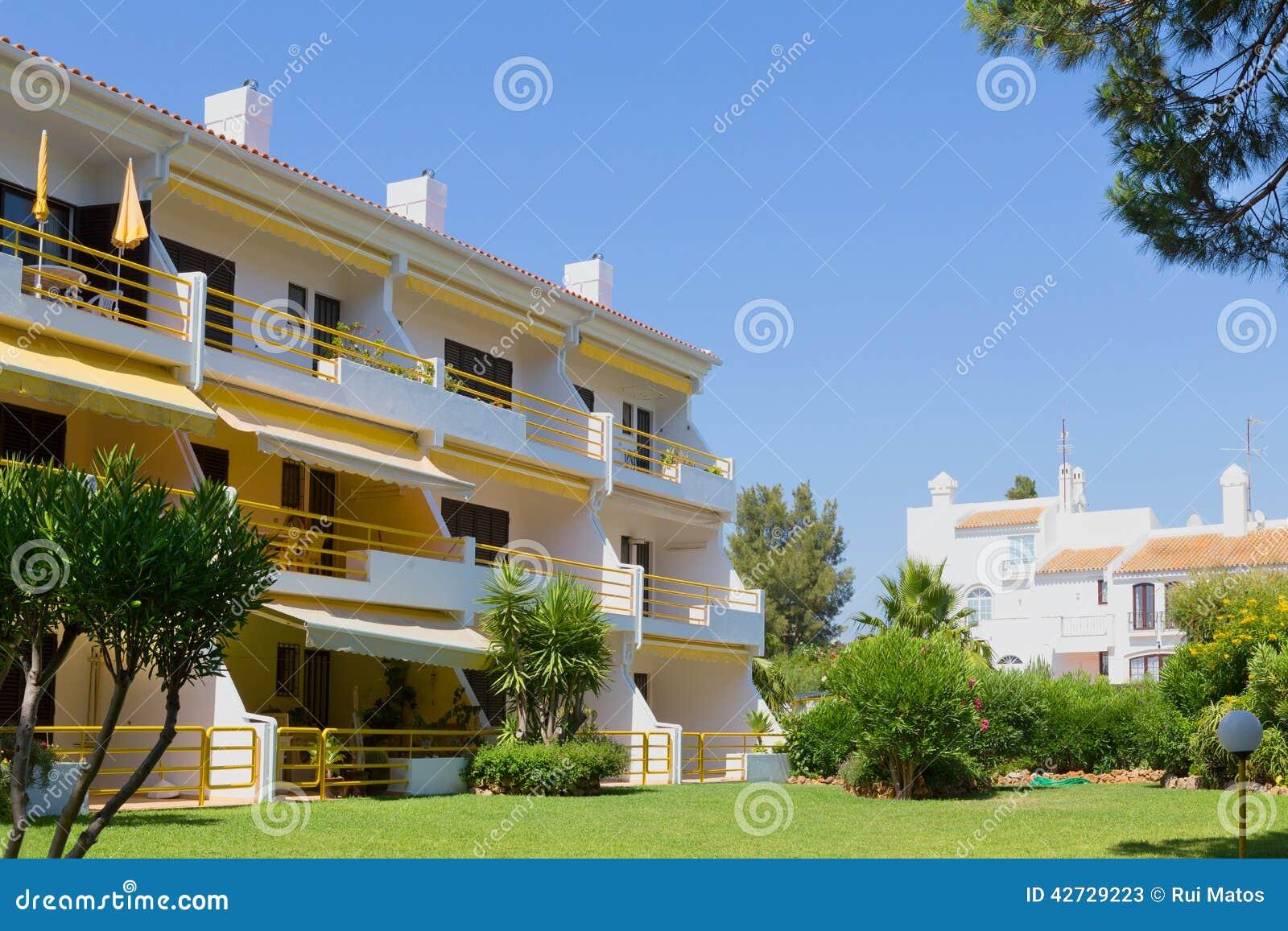 Apartamentos y chalets
