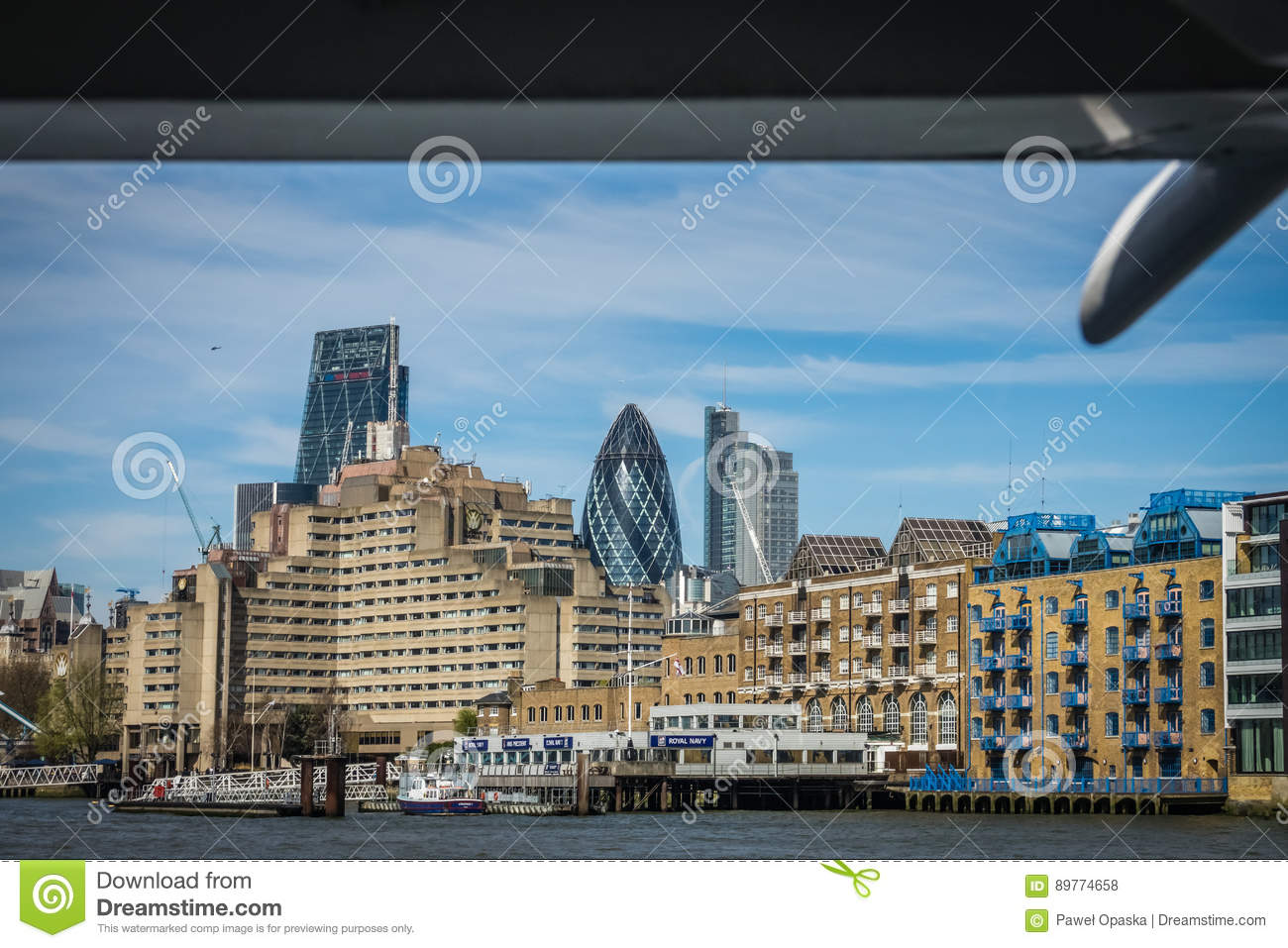 Apartmenst on the bank of river Thames