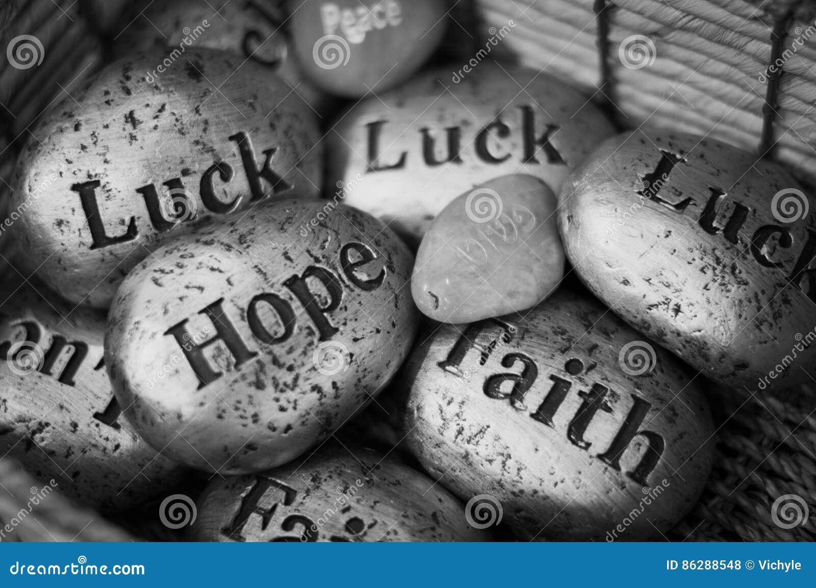 Apedreja o hebraico do inglês da fé da sorte da esperança da paz das lembranças