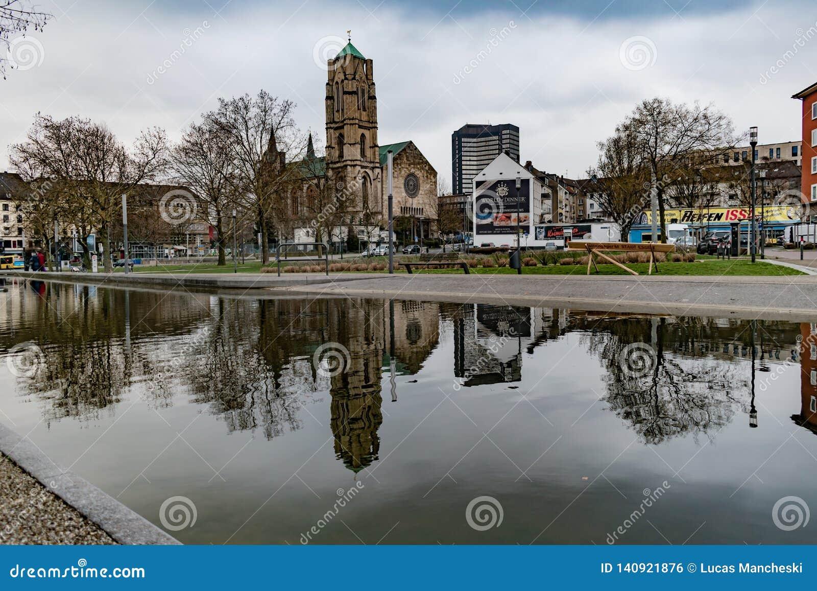 Aperçu d église et d affaires en parc