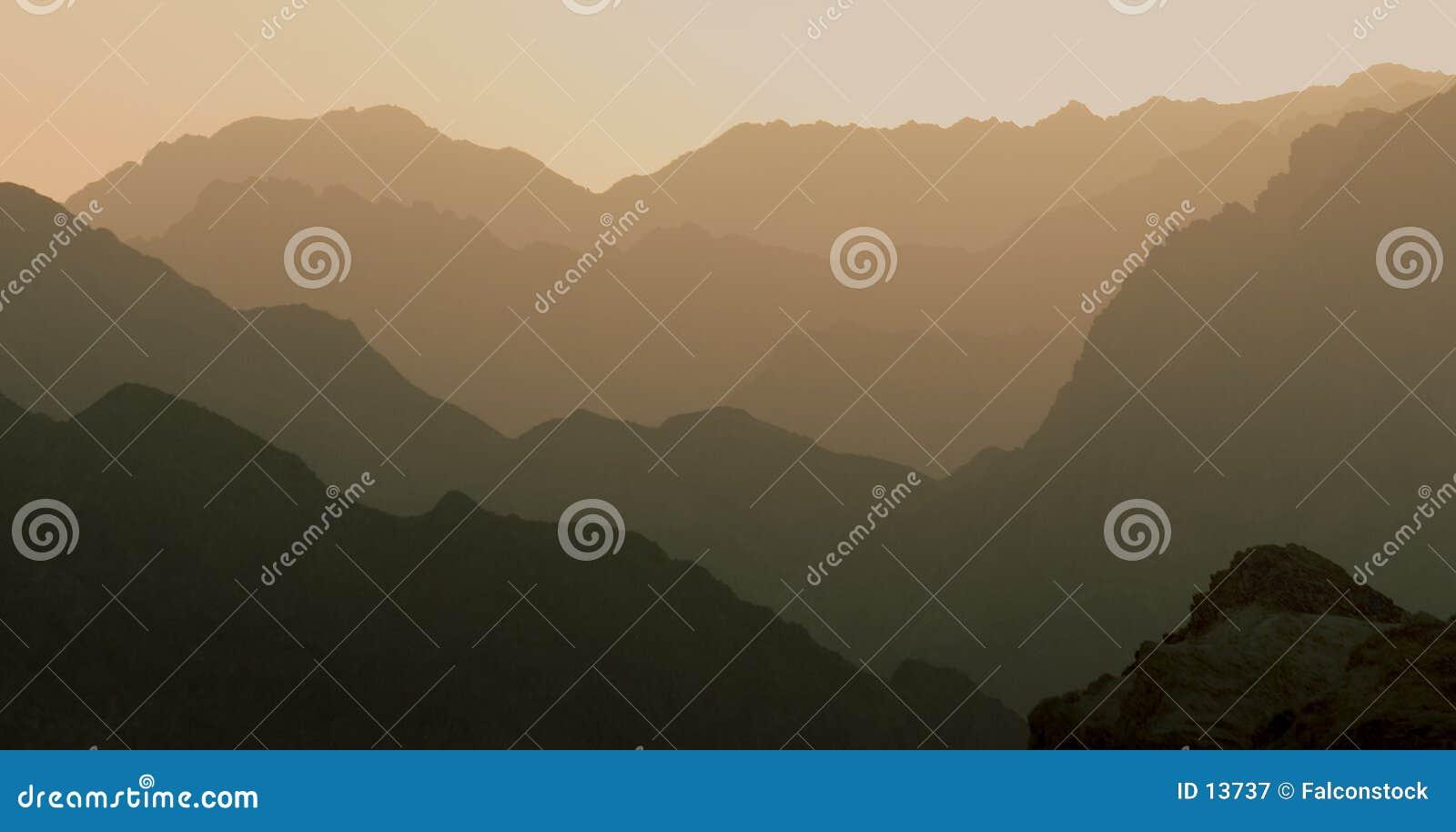 Aperfeiçoe a montanha mergulhada