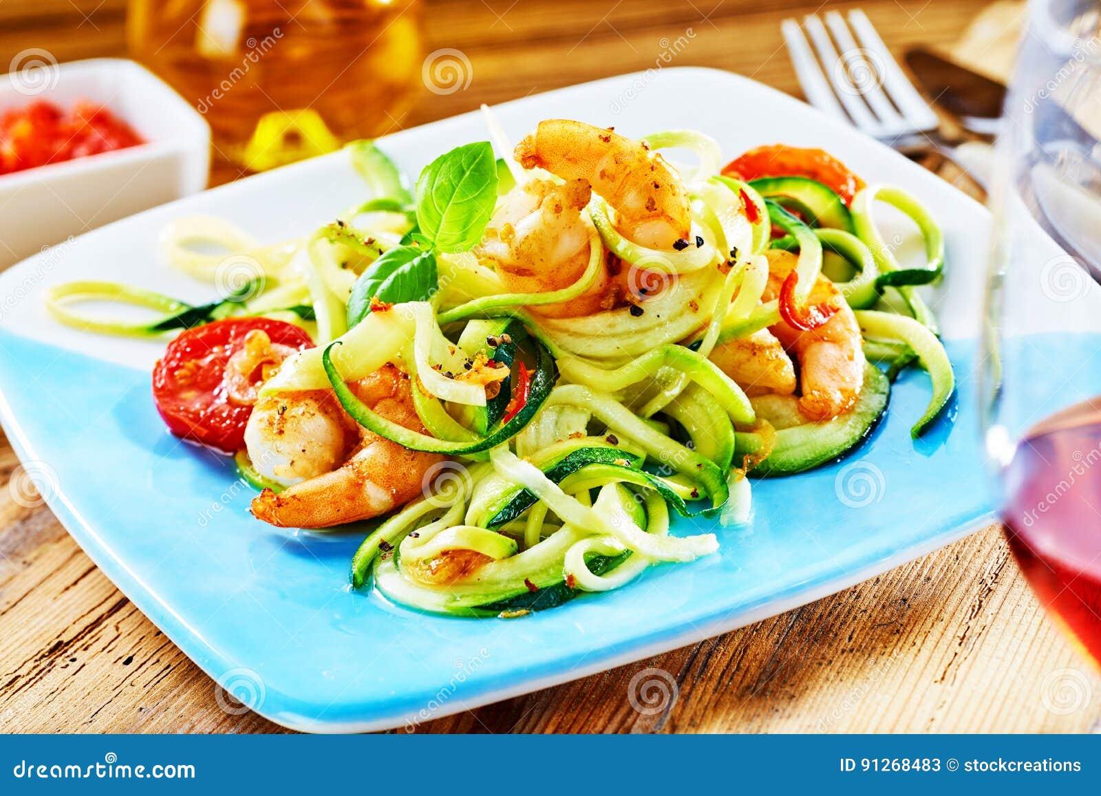 Aperitivo basso gastronomico dei frutti di mare del carboidrato