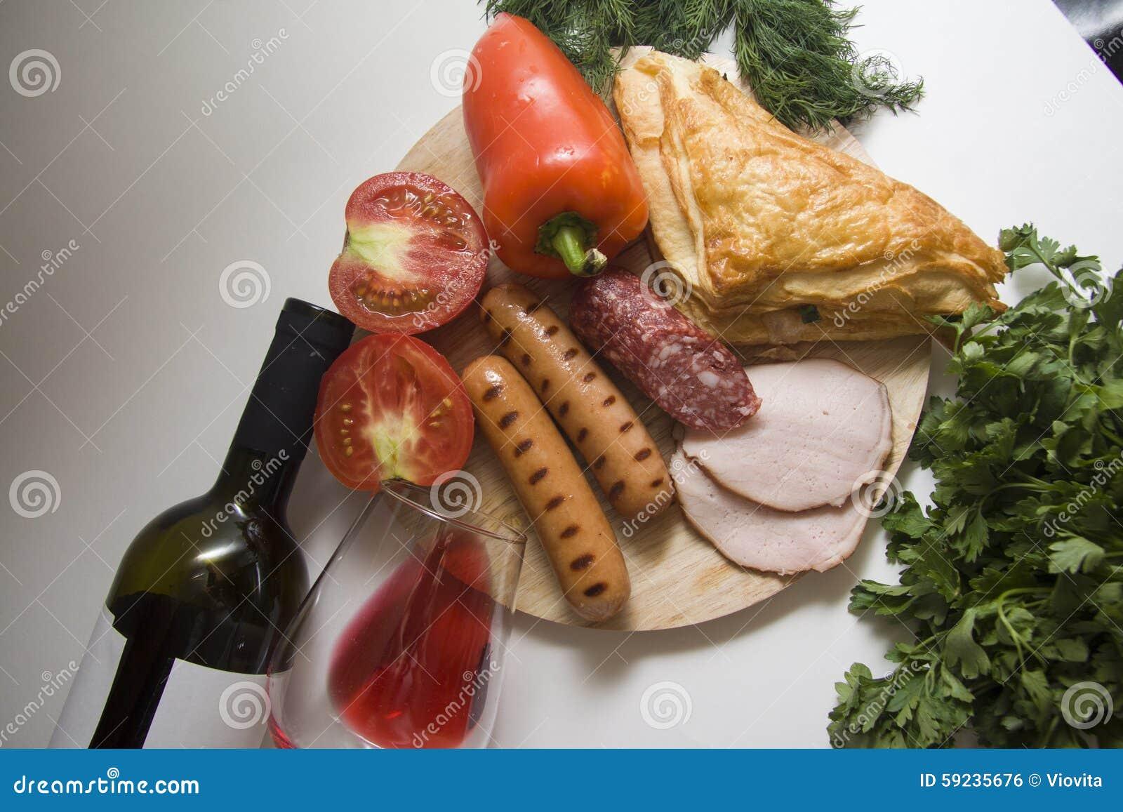 Download Aperitivo De La Salchicha Y Vino Rojo Foto de archivo - Imagen de cocinado, inglés: 59235676