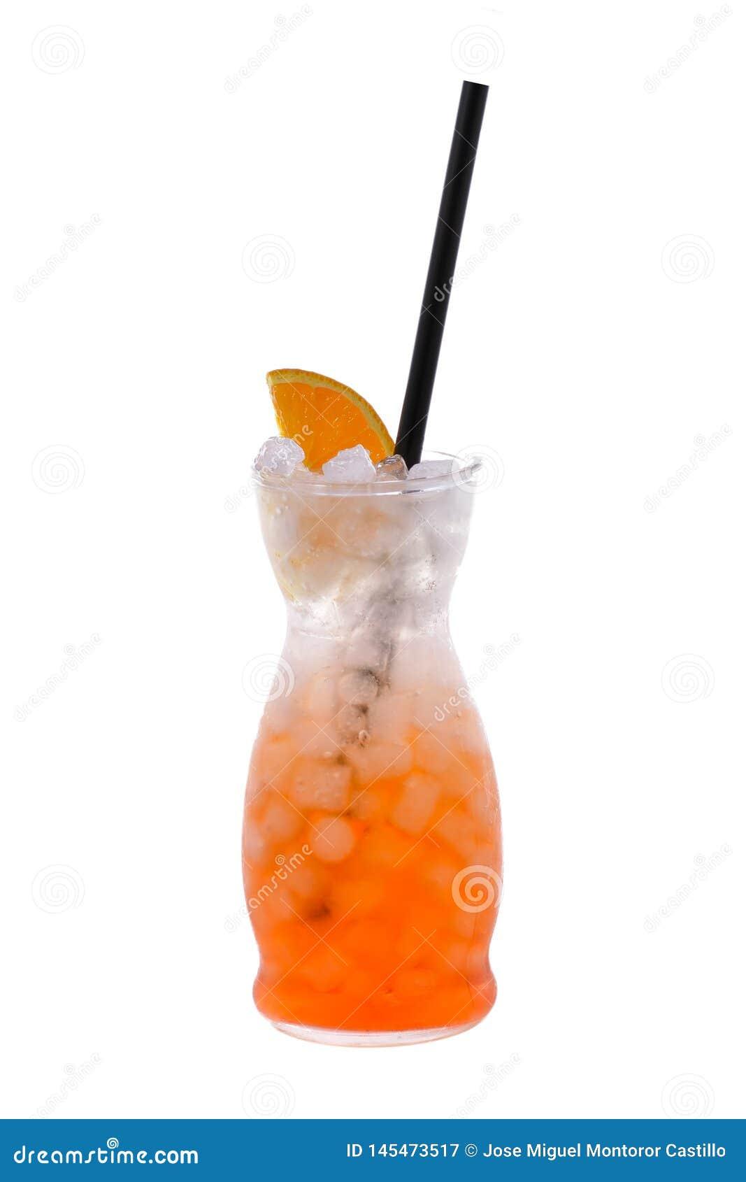 Aperol喷在被隔绝的背景的鸡尾酒