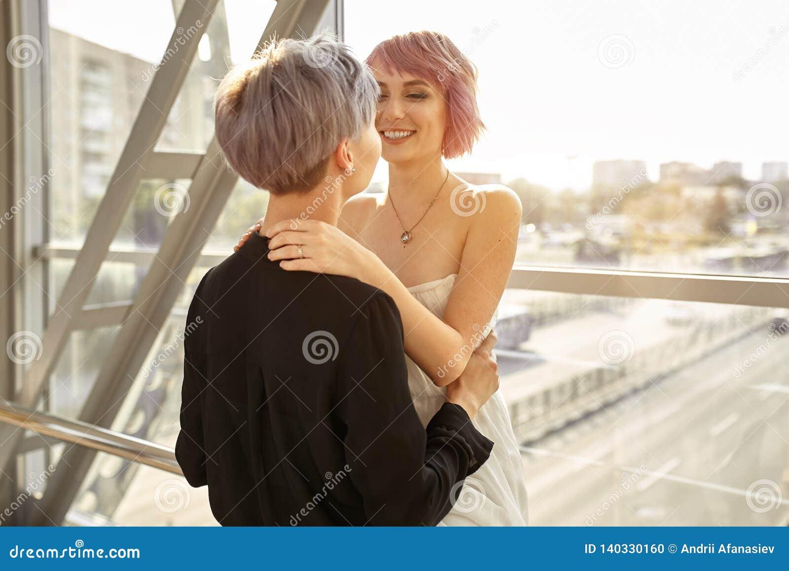 Aperto lésbica bonito dos pares Amor e paixão entre as duas meninas