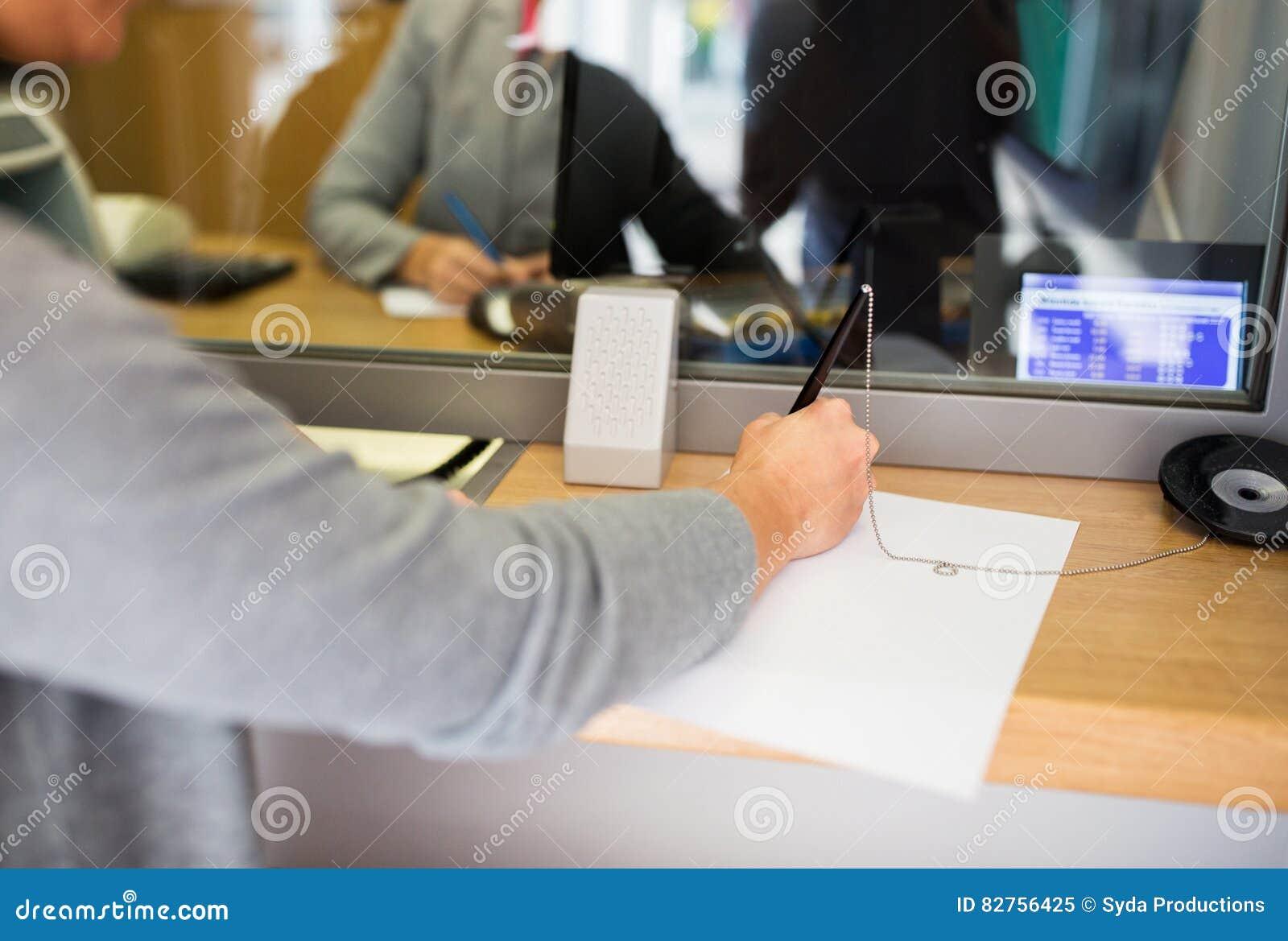 Aplicação da escrita do cliente no escritório do banco
