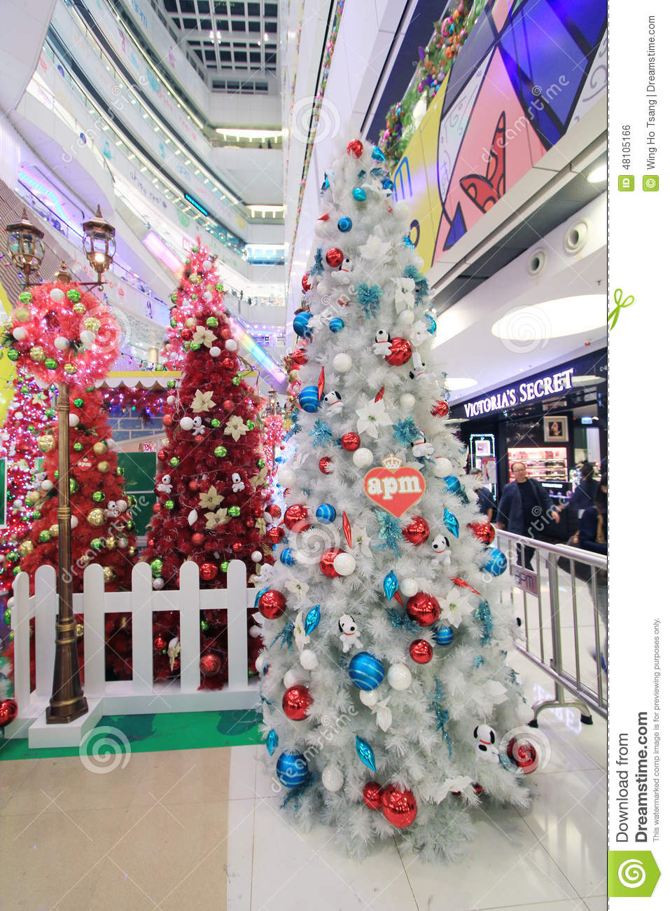 Apm snoopy christmas decoration in hong kong editorial for Christmas decoration online shop