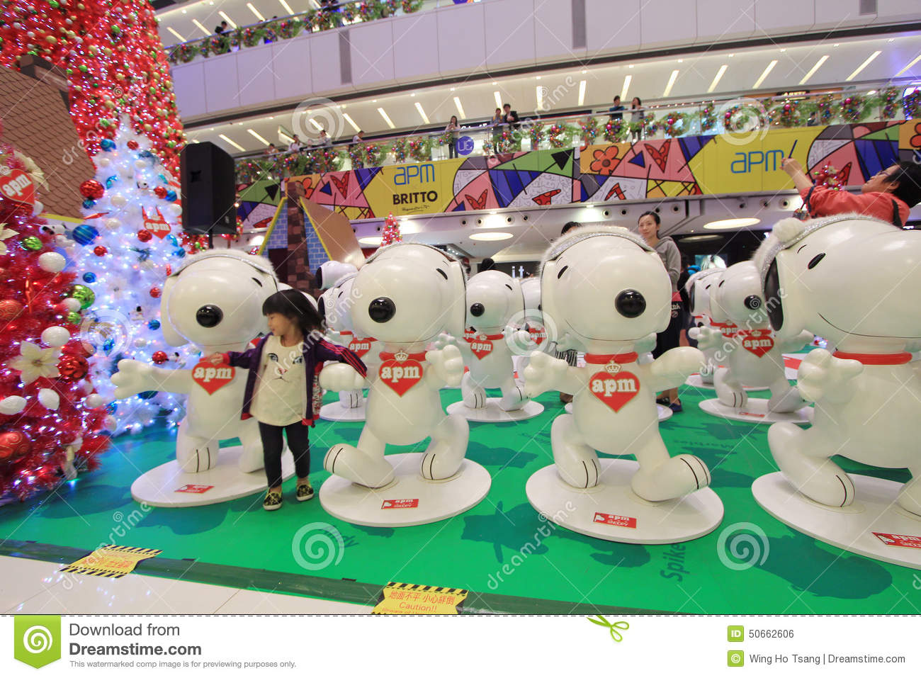 APM Snoopy Christmas Decoration In Hong Kong Editorial Photo ...