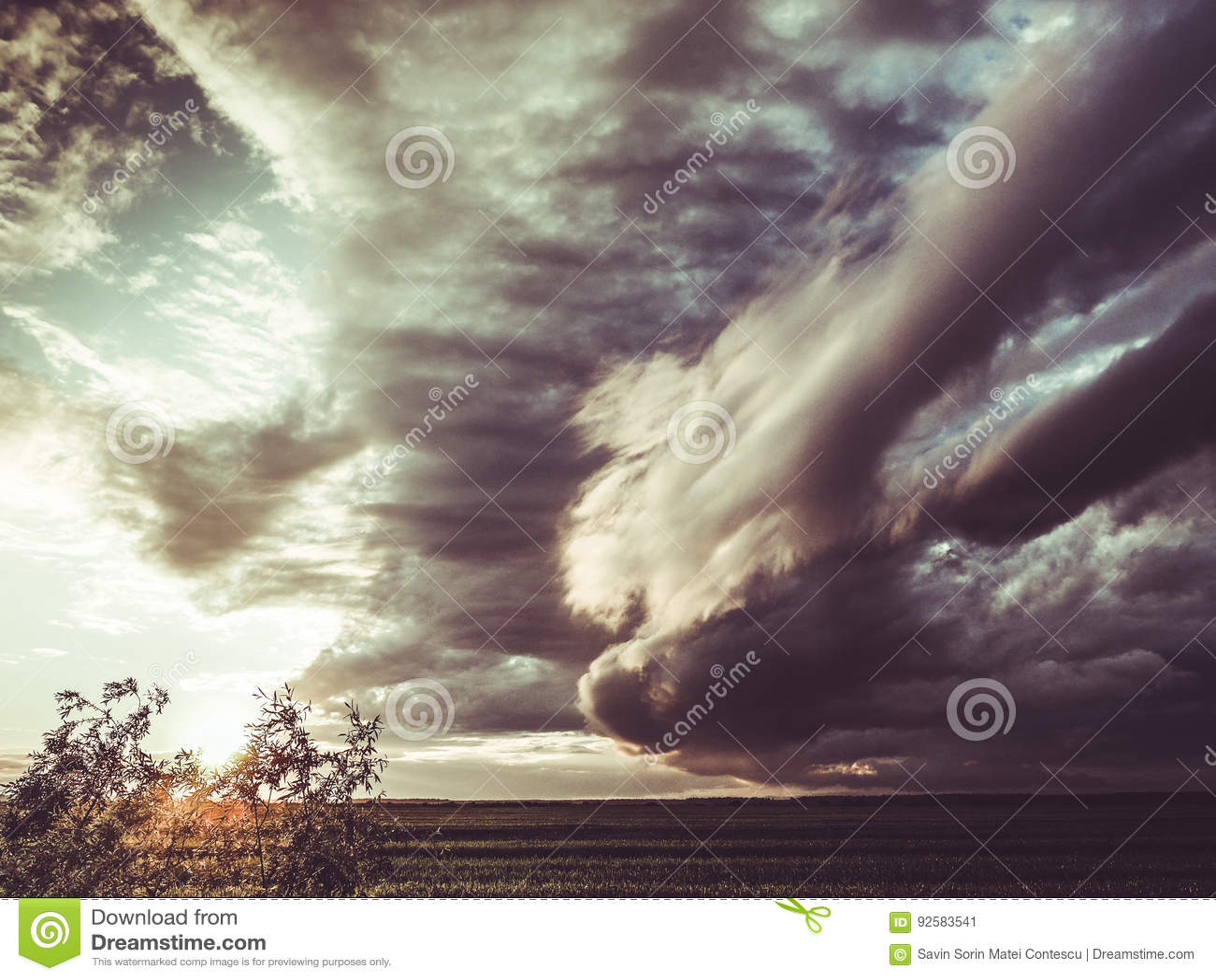 Apokalyptische Sturmwolken
