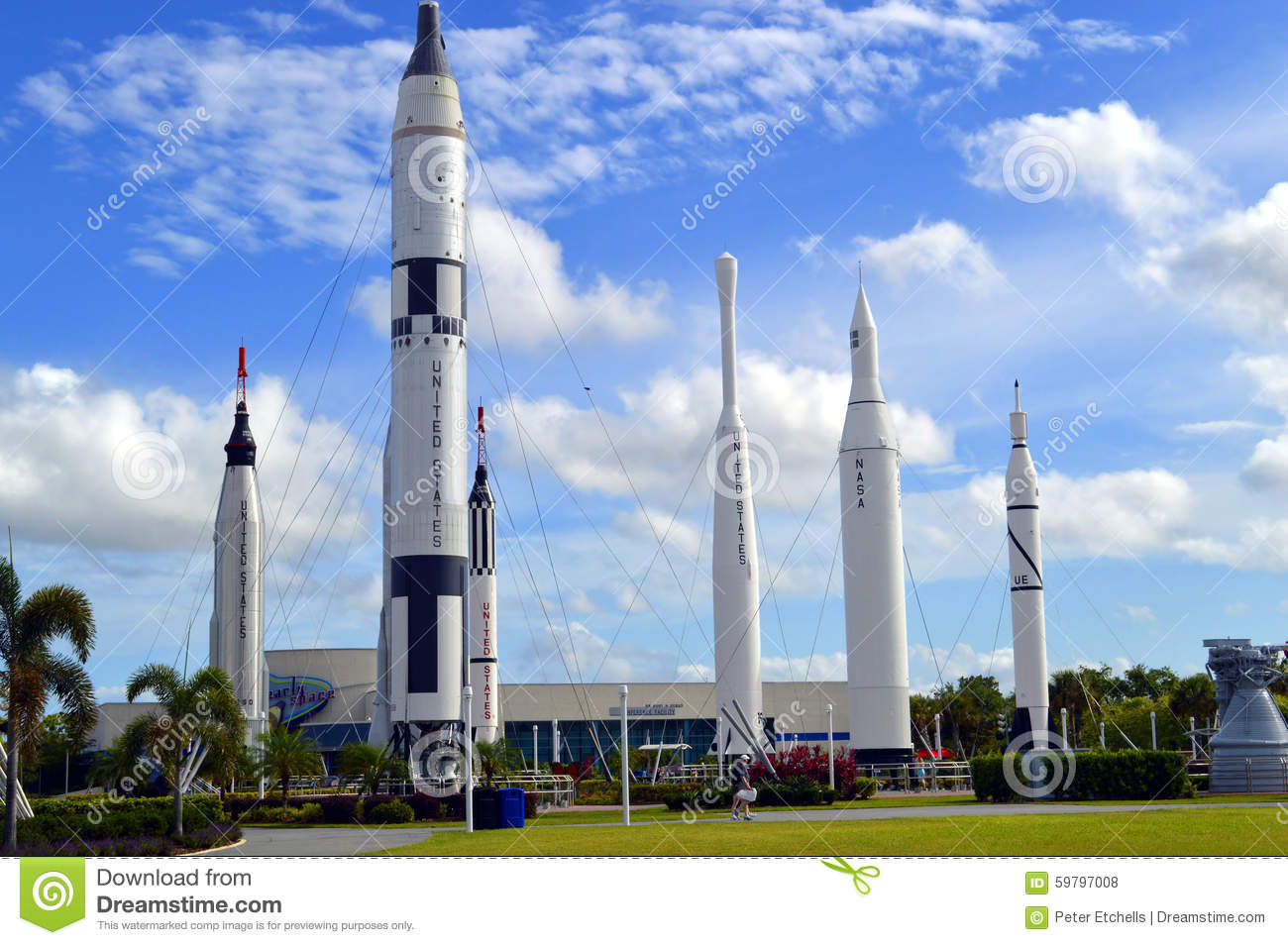 Apollo sobe rapidamente no displayin o jardim do foguete em Kennedy Space Center