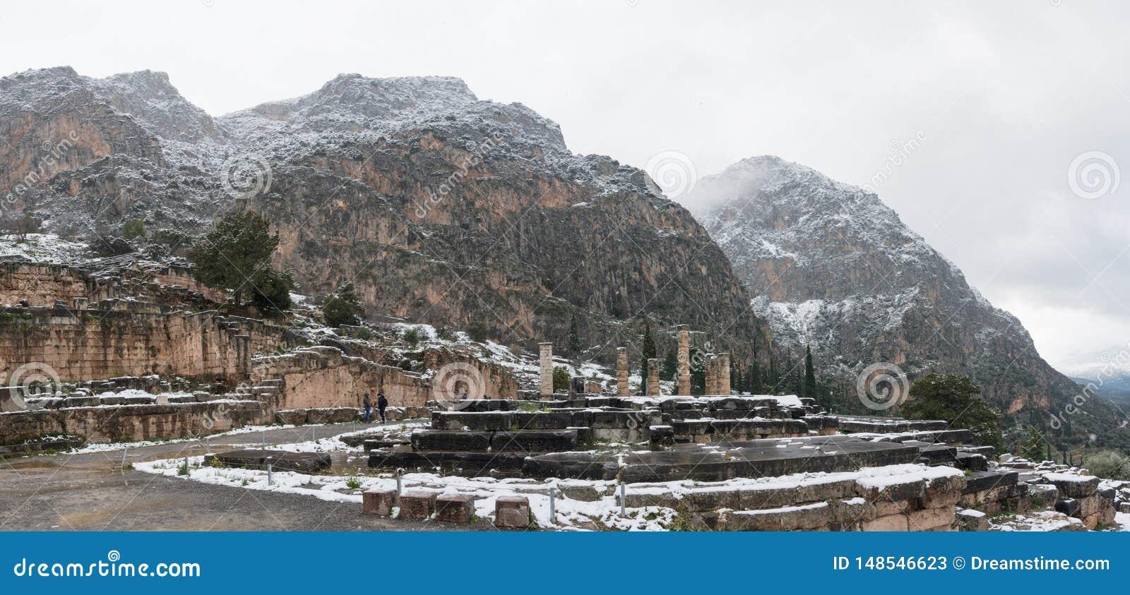 Apollon ?wi?tynia w Delphi pod ?niegiem
