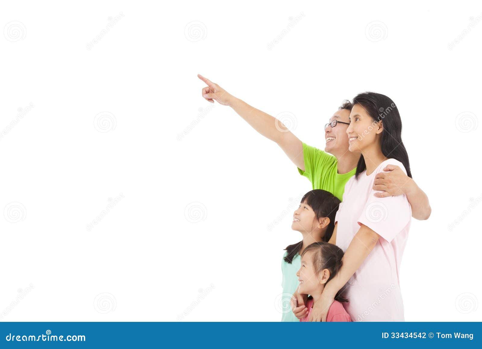 Apontar e olhar felizes da família