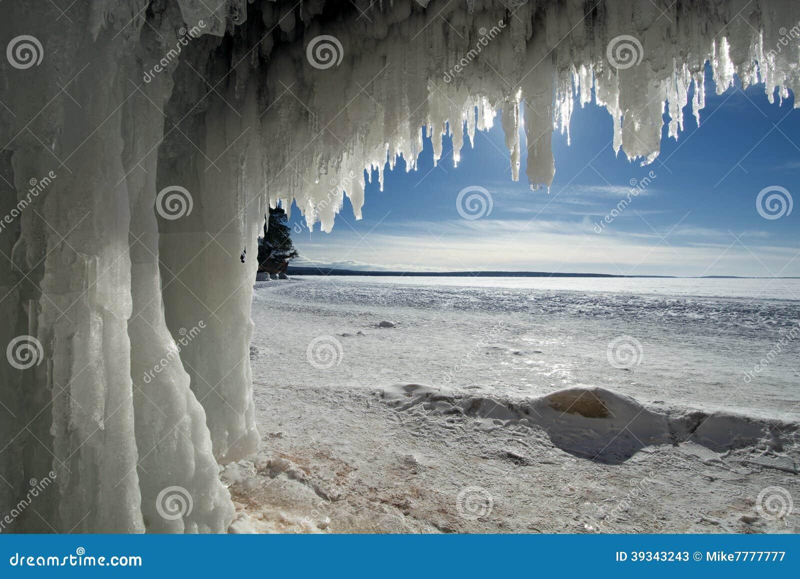 Apostel-Insel-Eis-Höhlen auf gefrorenem Oberem See