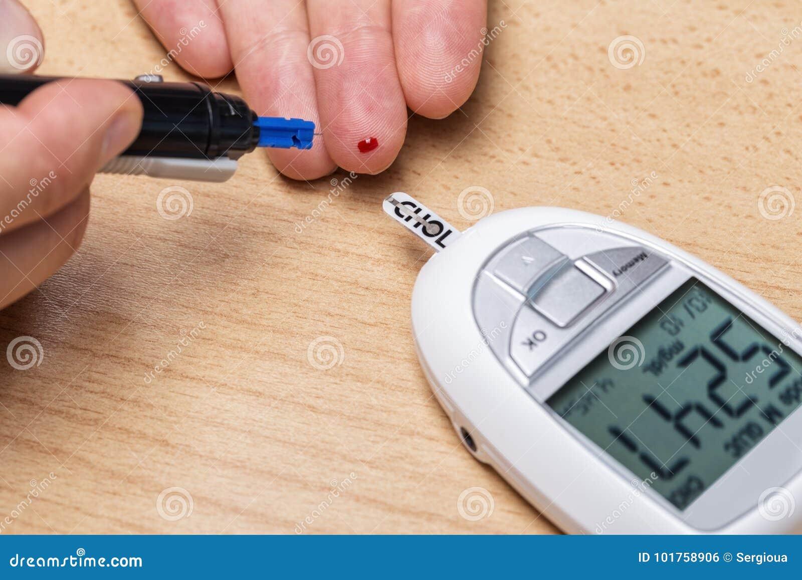 Apparat för att mäta kolesterol, och insulin och Scarifier _