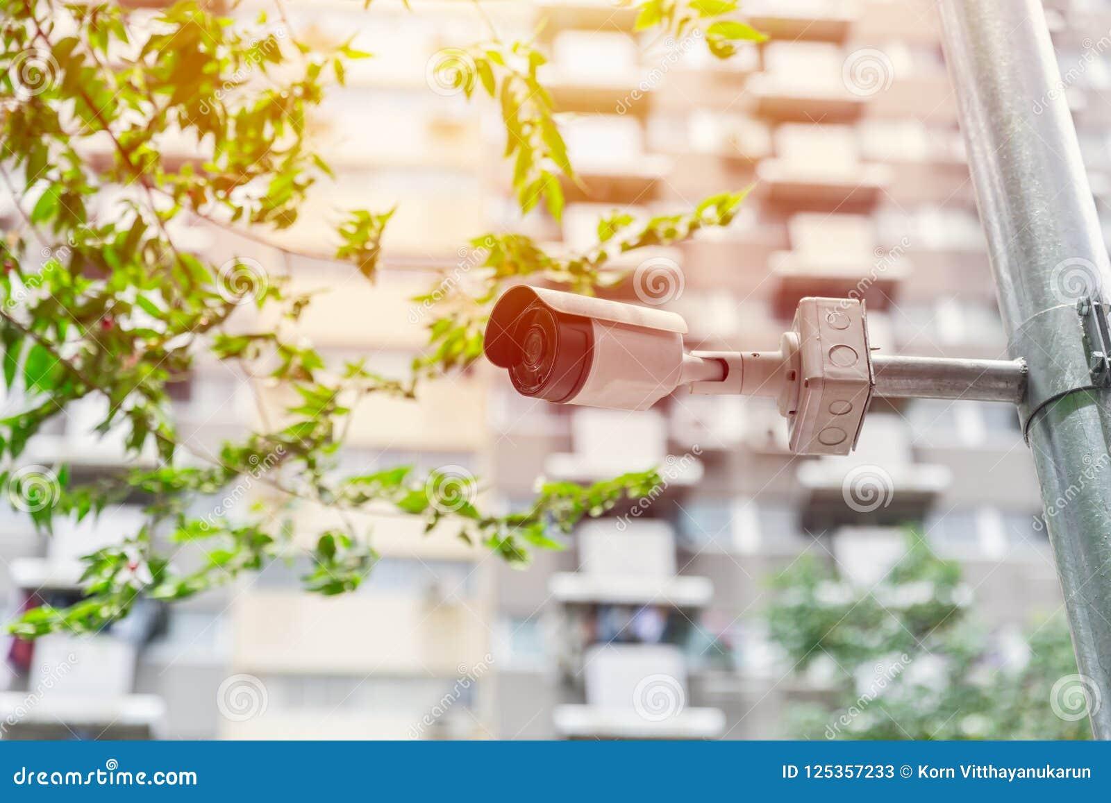 Appareil-photo de télévision en circuit fermé dans la ville au public extérieur de rue