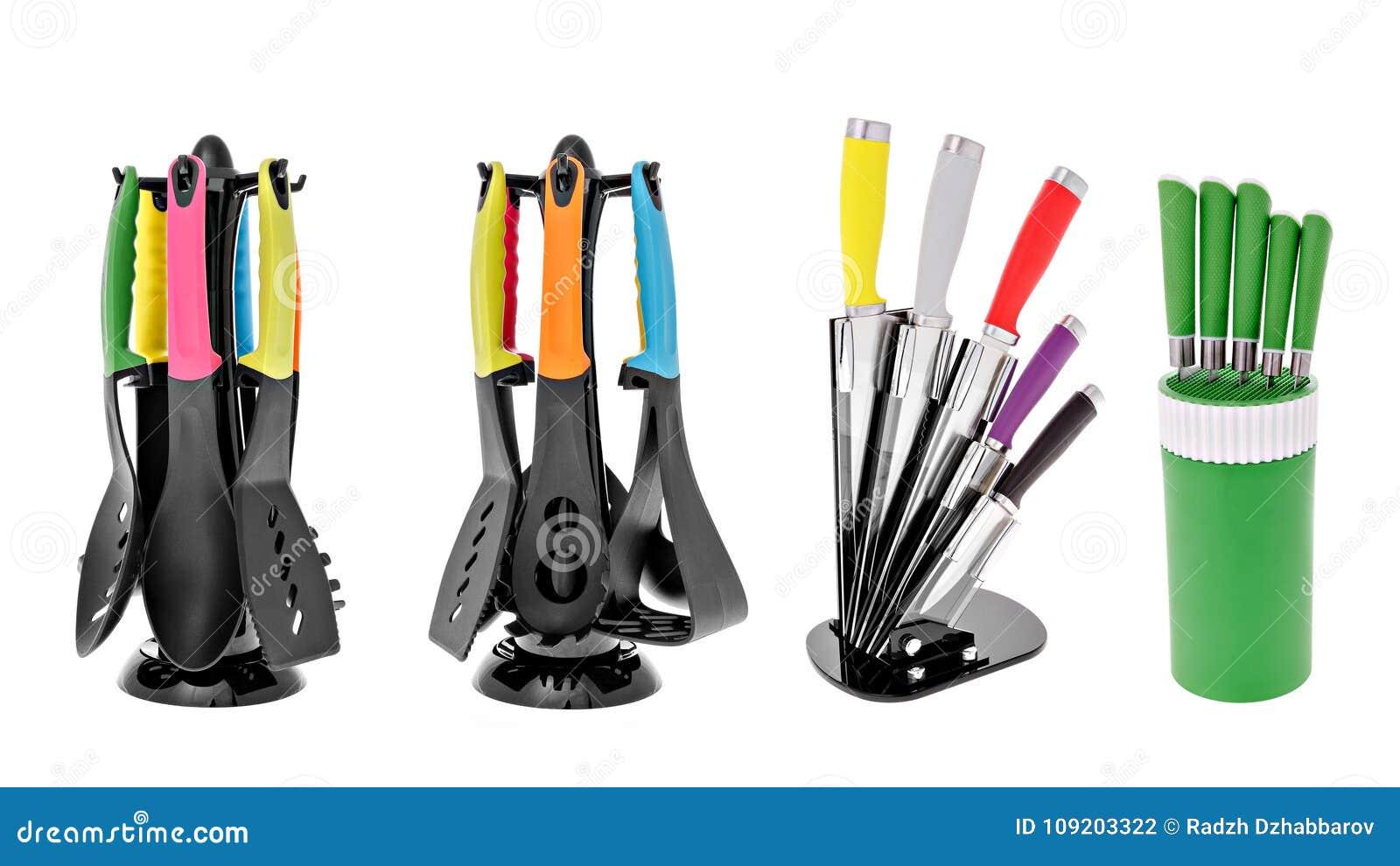 Appareils de cuisine, un ensemble de cuillères, couteaux