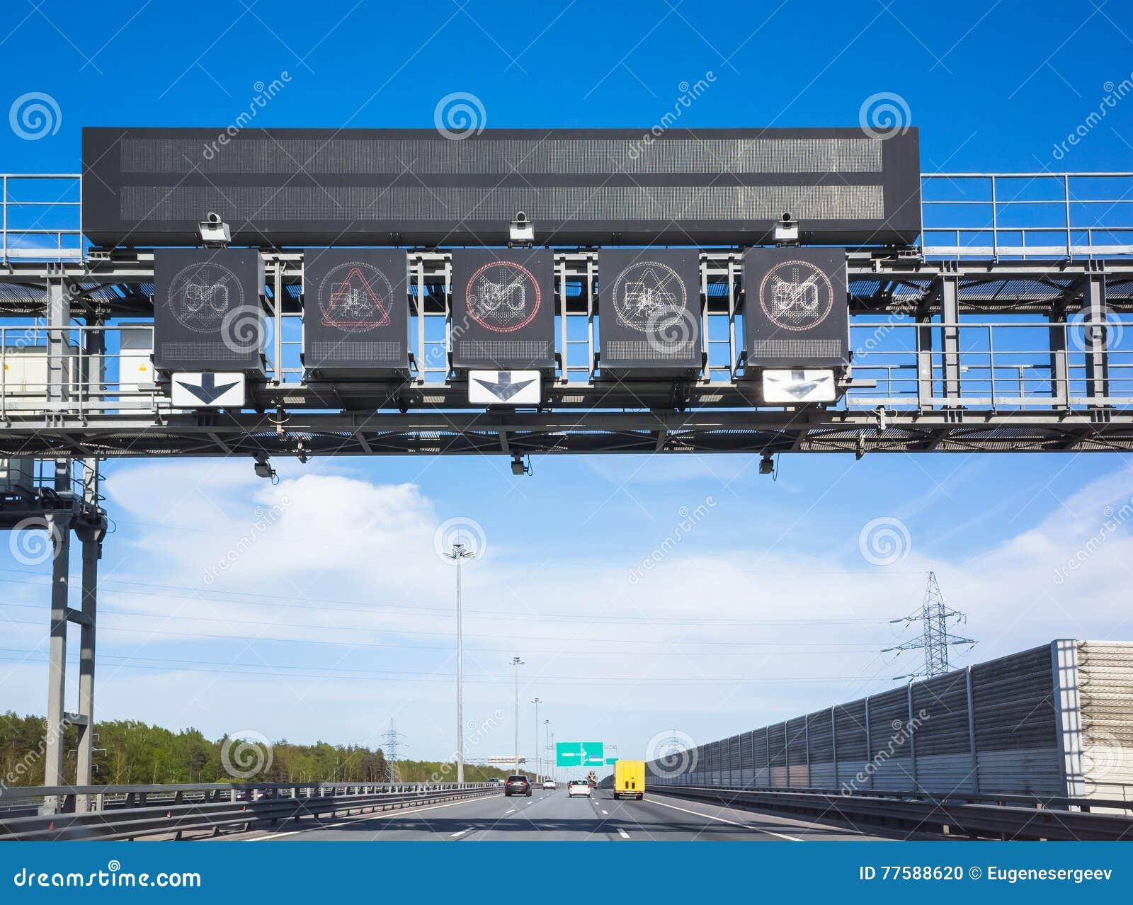 Appareils-photo d application du trafic au-dessus des voies de circulation