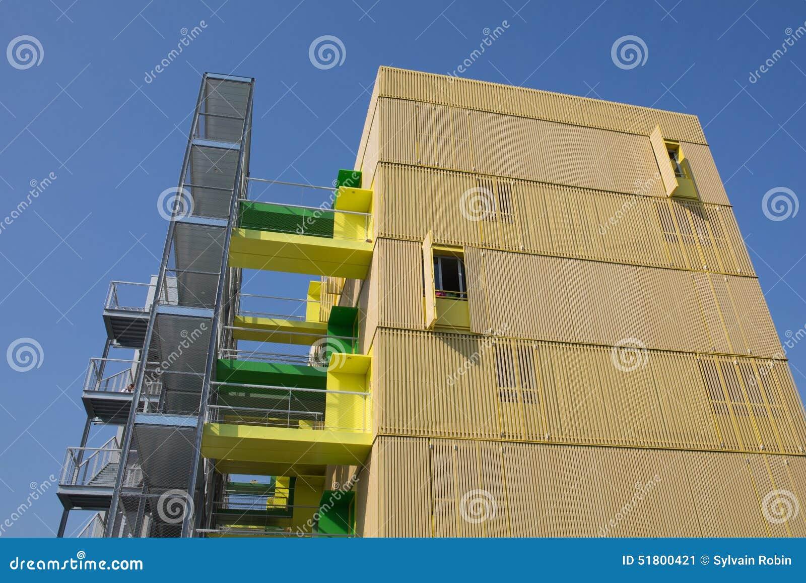 Appartamenti moderni con il balcone della pietra di colore for Foto appartamenti moderni