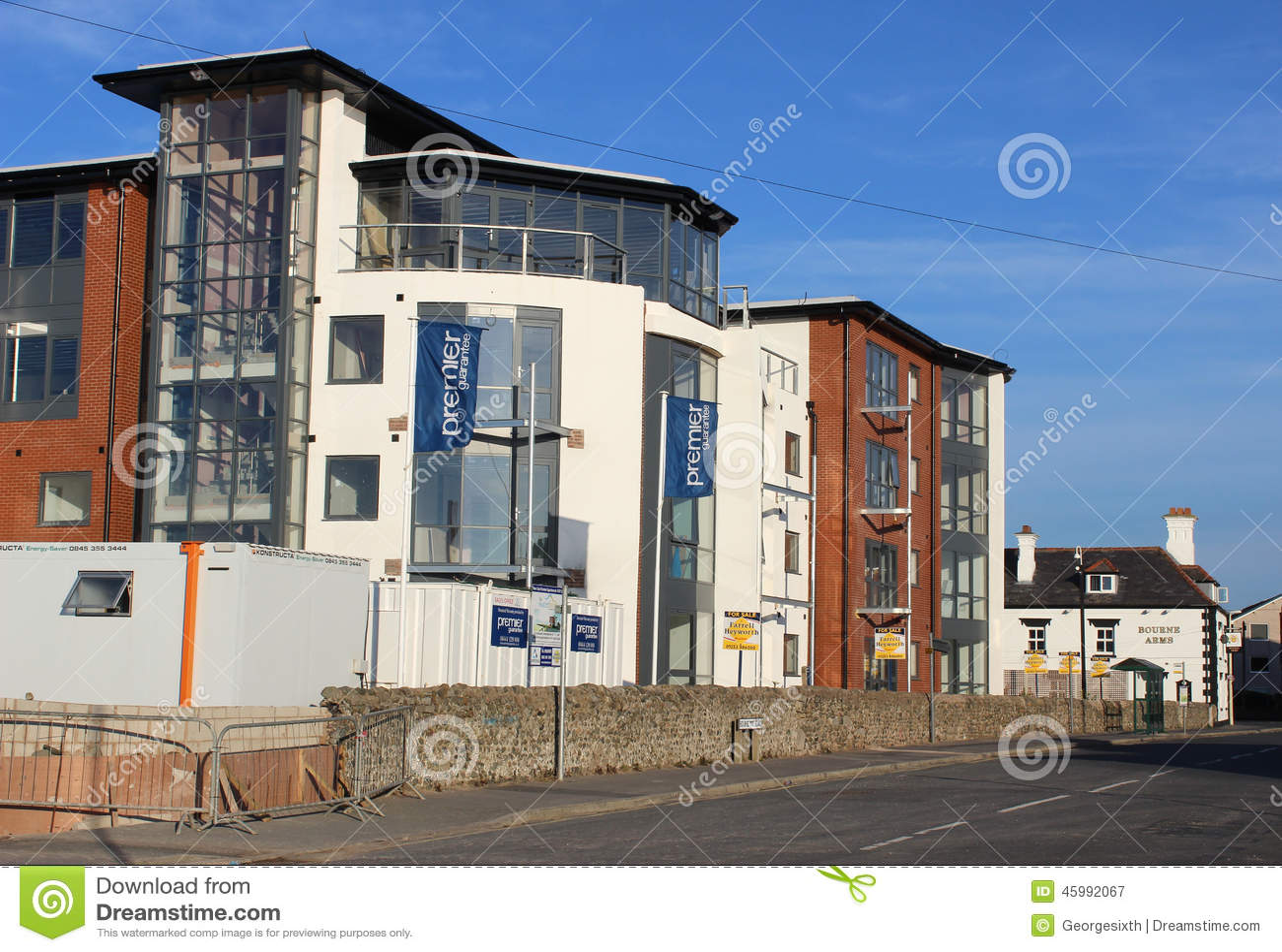 Appartamenti moderni della spiaggia in costruzione for Appartamenti moderni foto