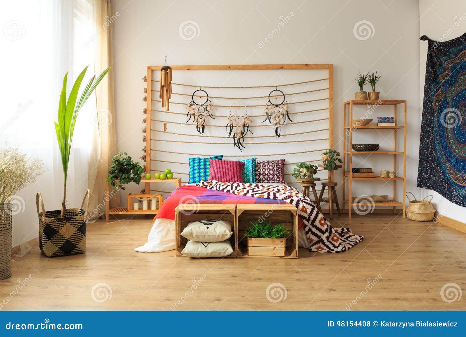 Appartamento Con La Camera Da Letto Etnica Fotografia Stock ...