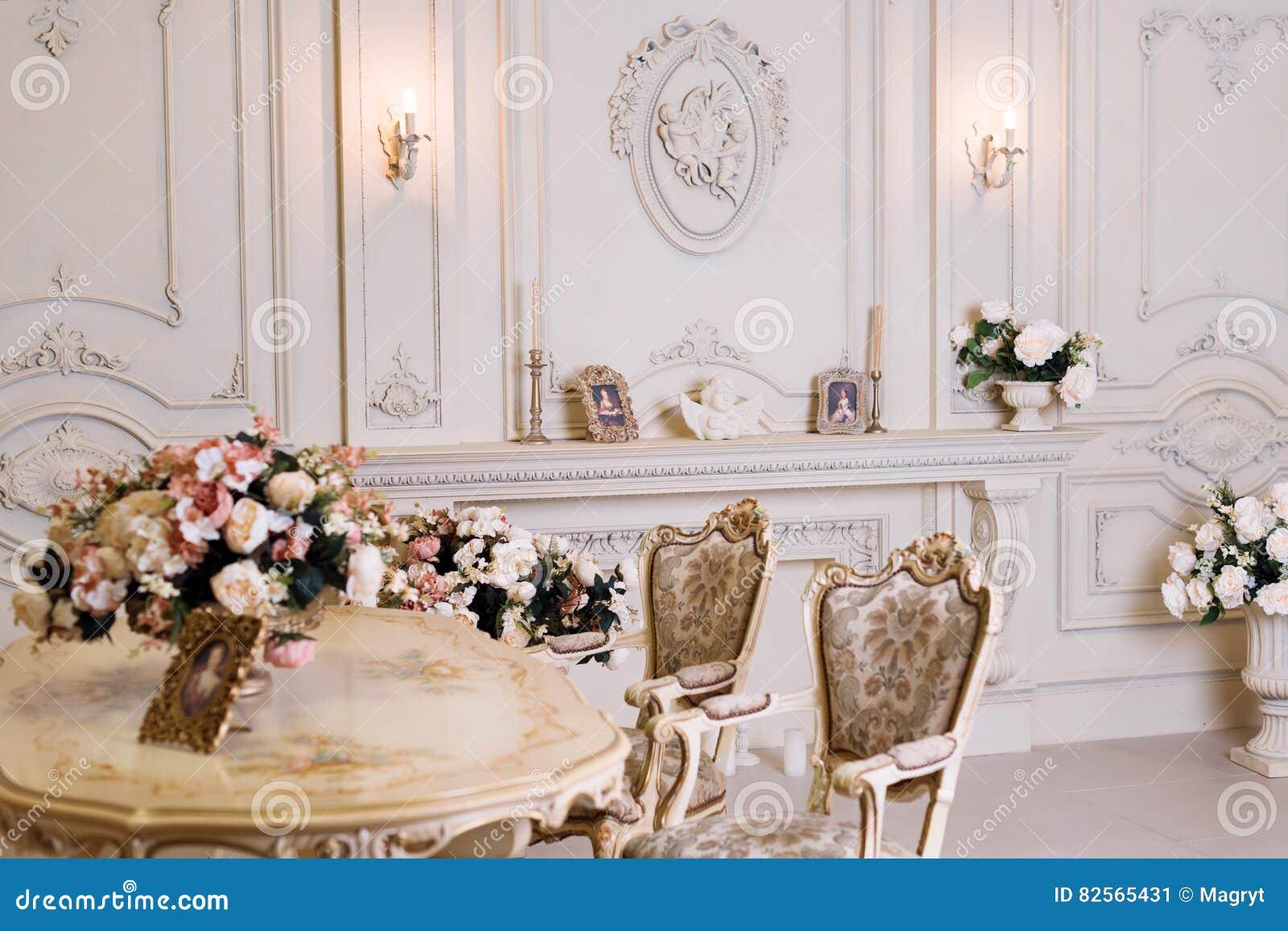 Appartamento di lusso salone classico comodo interno d for Interno 7 luxury rooms