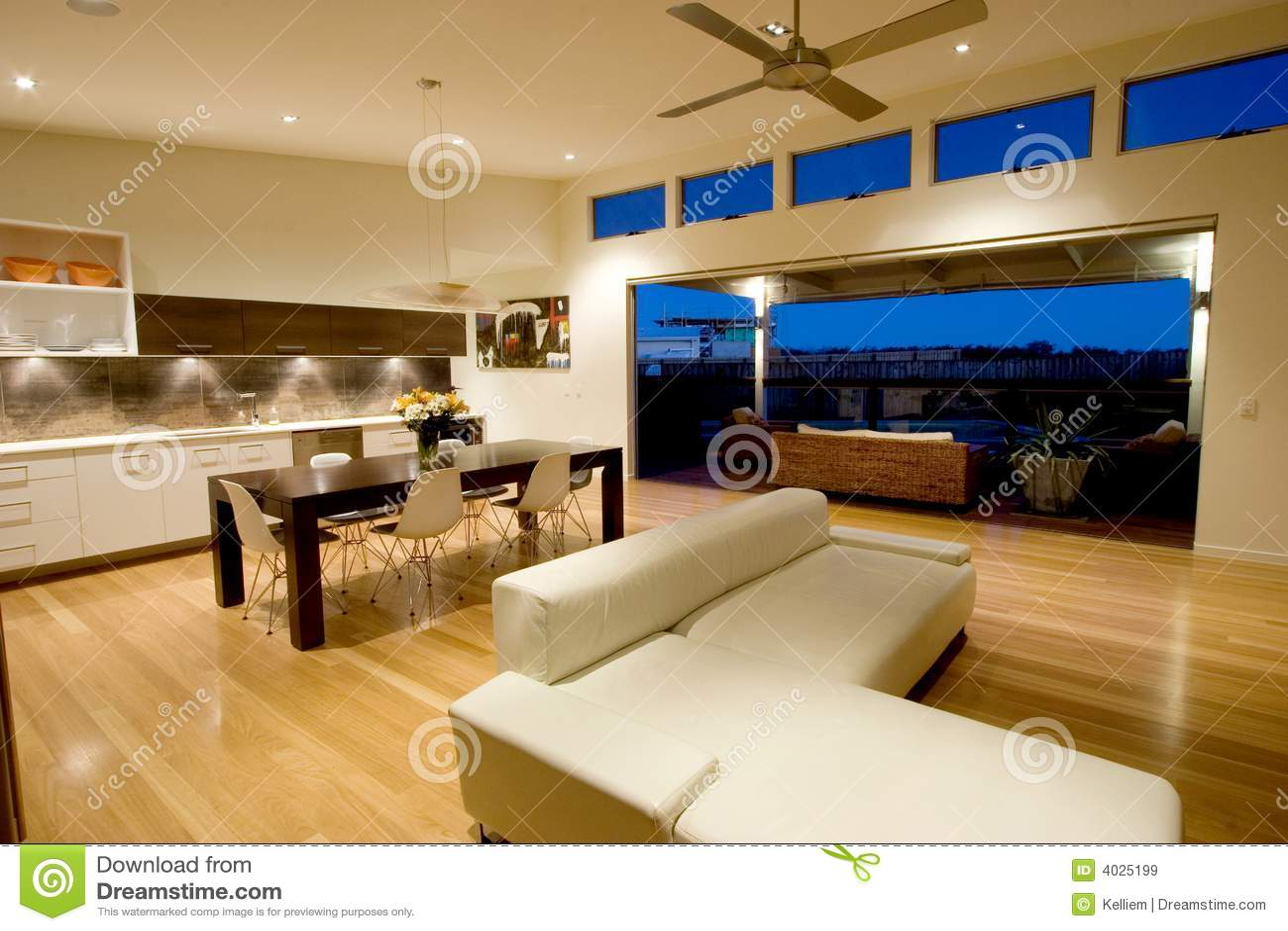Appartamento moderno immagine stock immagine di cielo for Piani di appartamenti moderni
