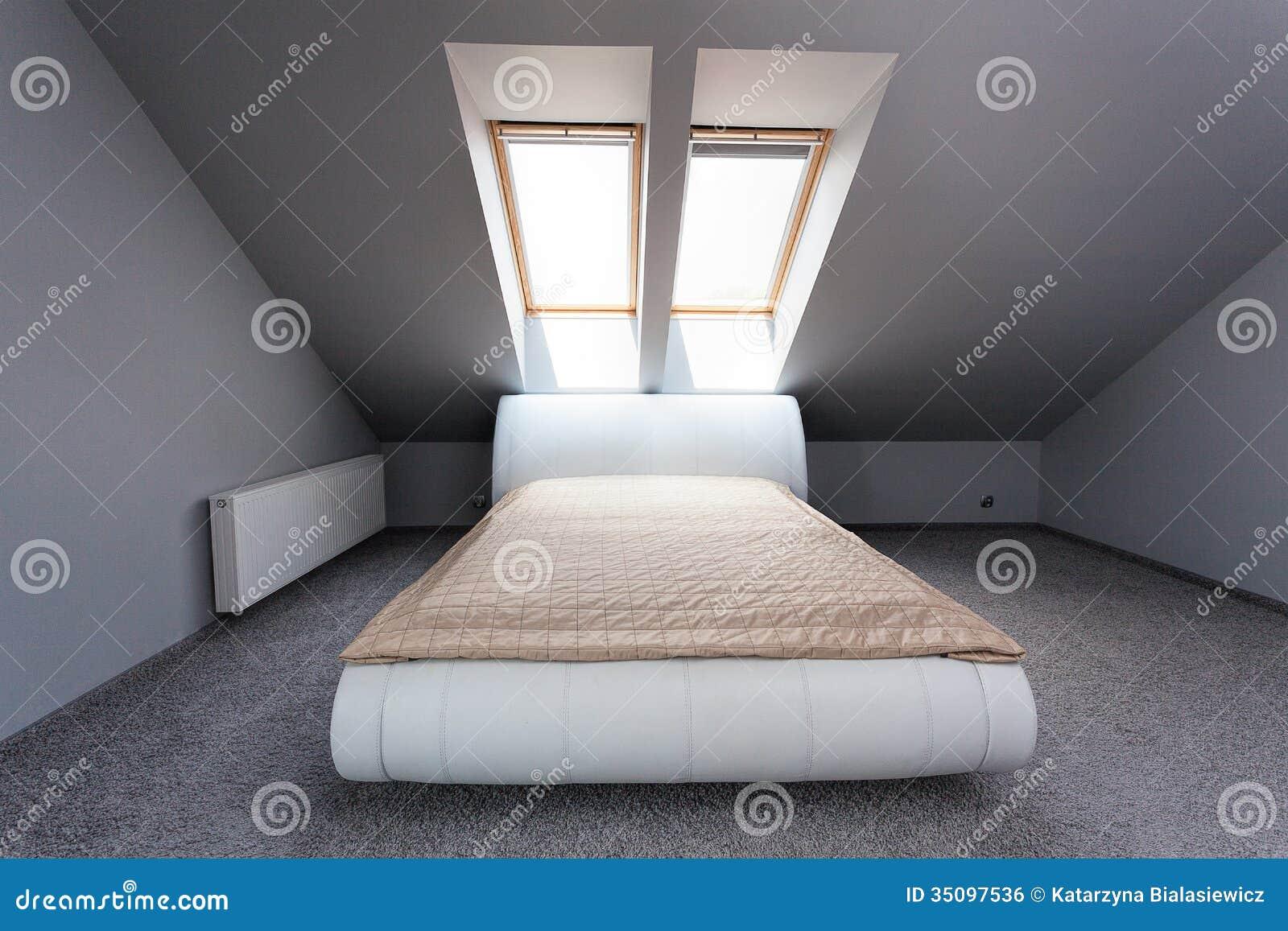 Appartamento urbano camera da letto della soffitta immagine stock libera da diritti immagine - Deco brandweerman slaapkamer ...