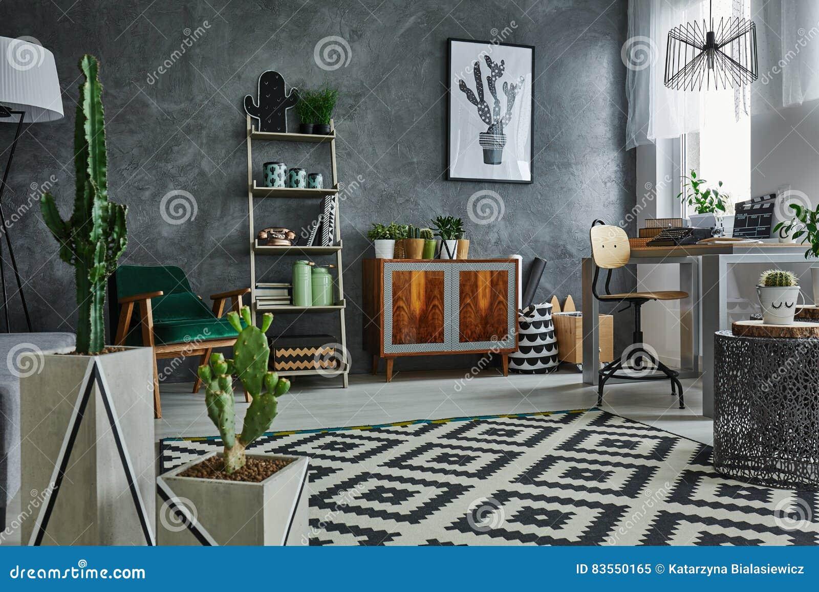 Appartement avec le cactus décoratif