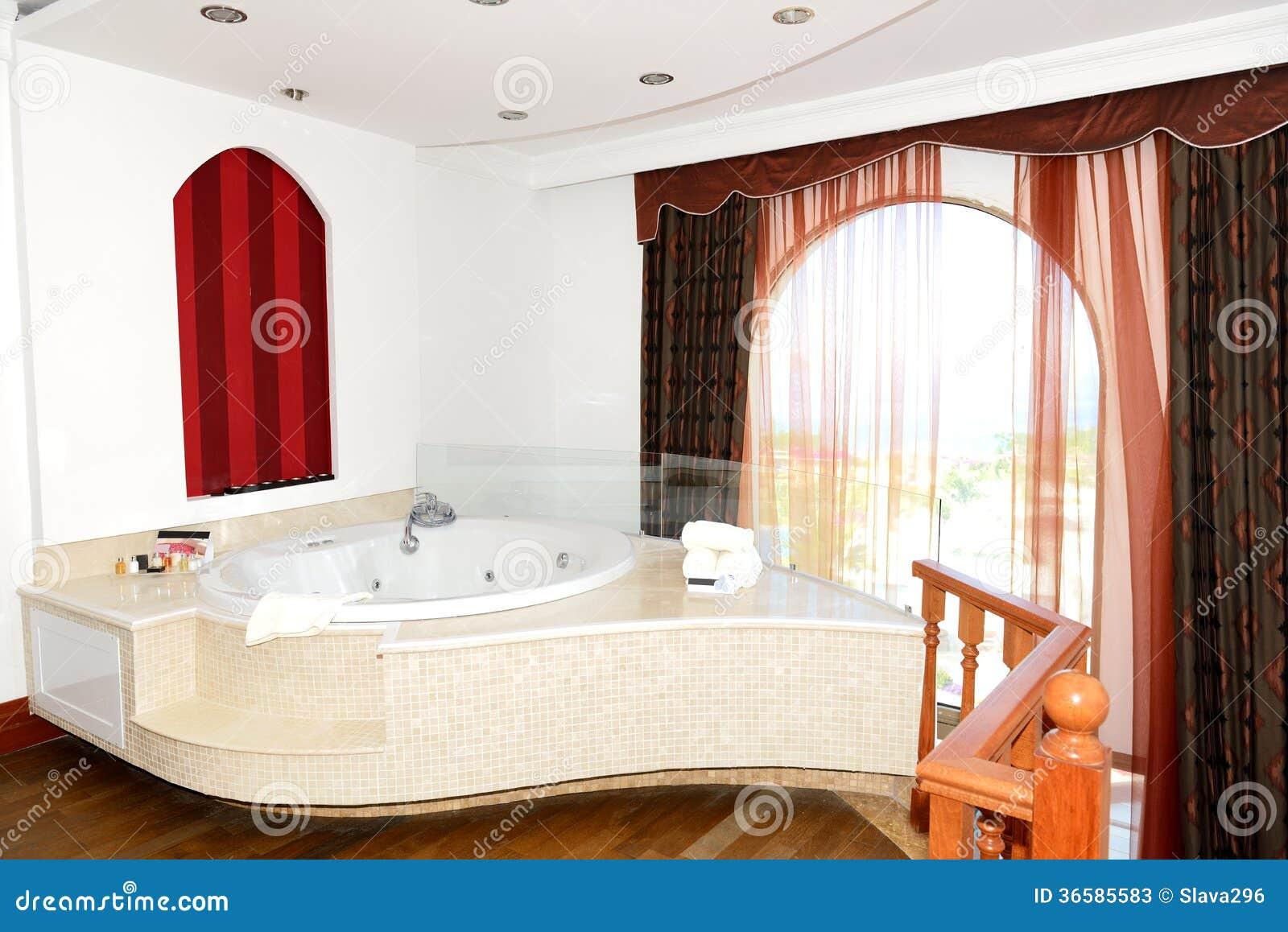 appartement de luxe avec la salle de bains de jacuzzi photos stock - Salle De Bain De Luxe Avec Jacuzzi