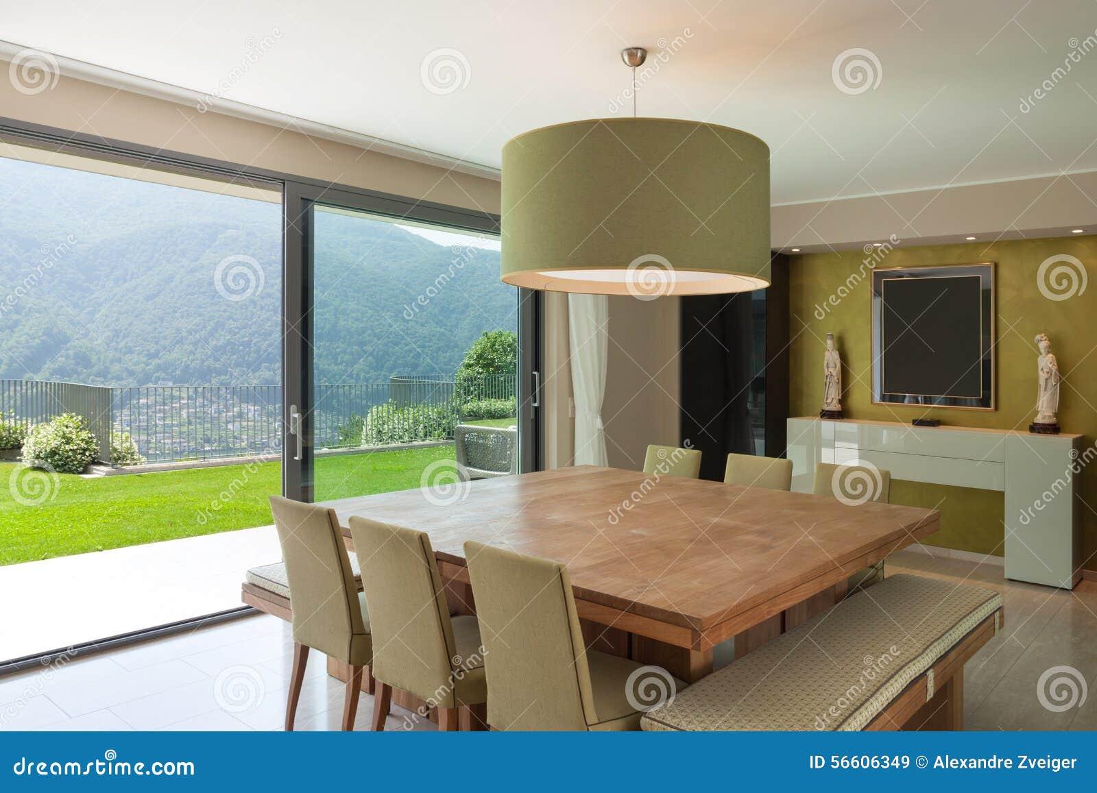 Appartement meublé, table de salle à manger