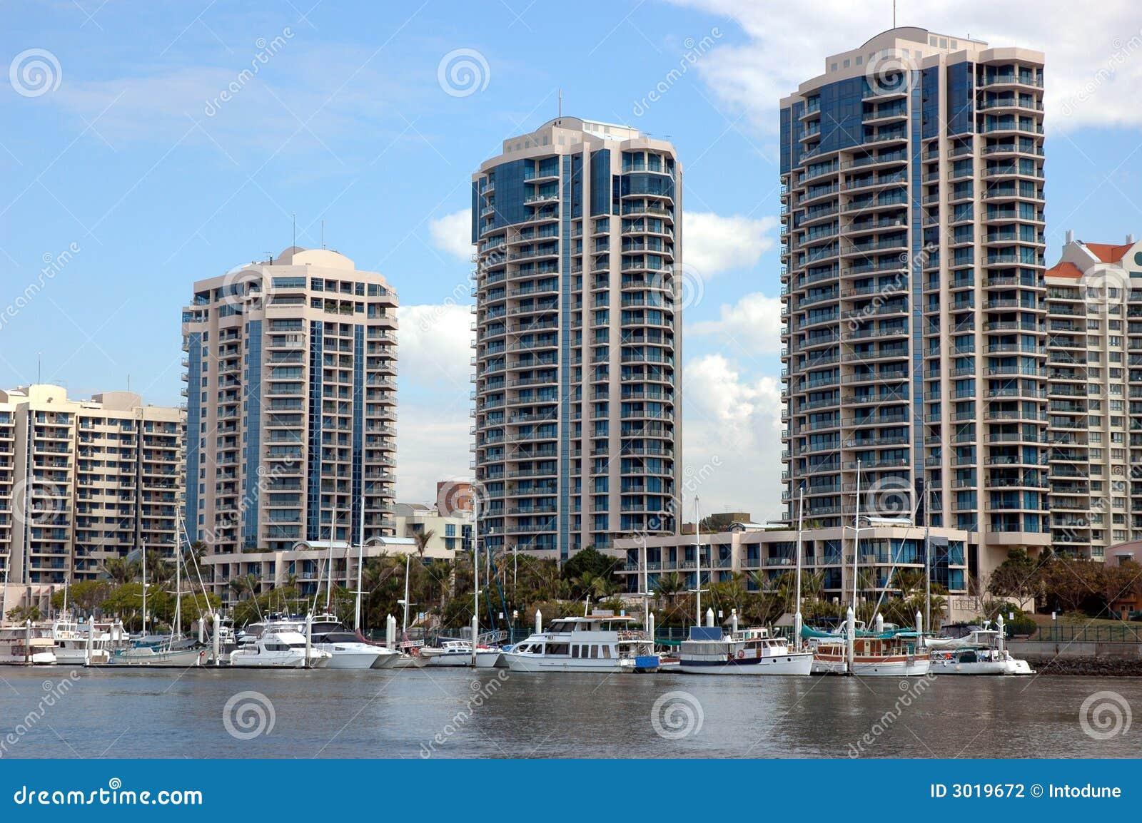 Appartements de luxe par le fleuve