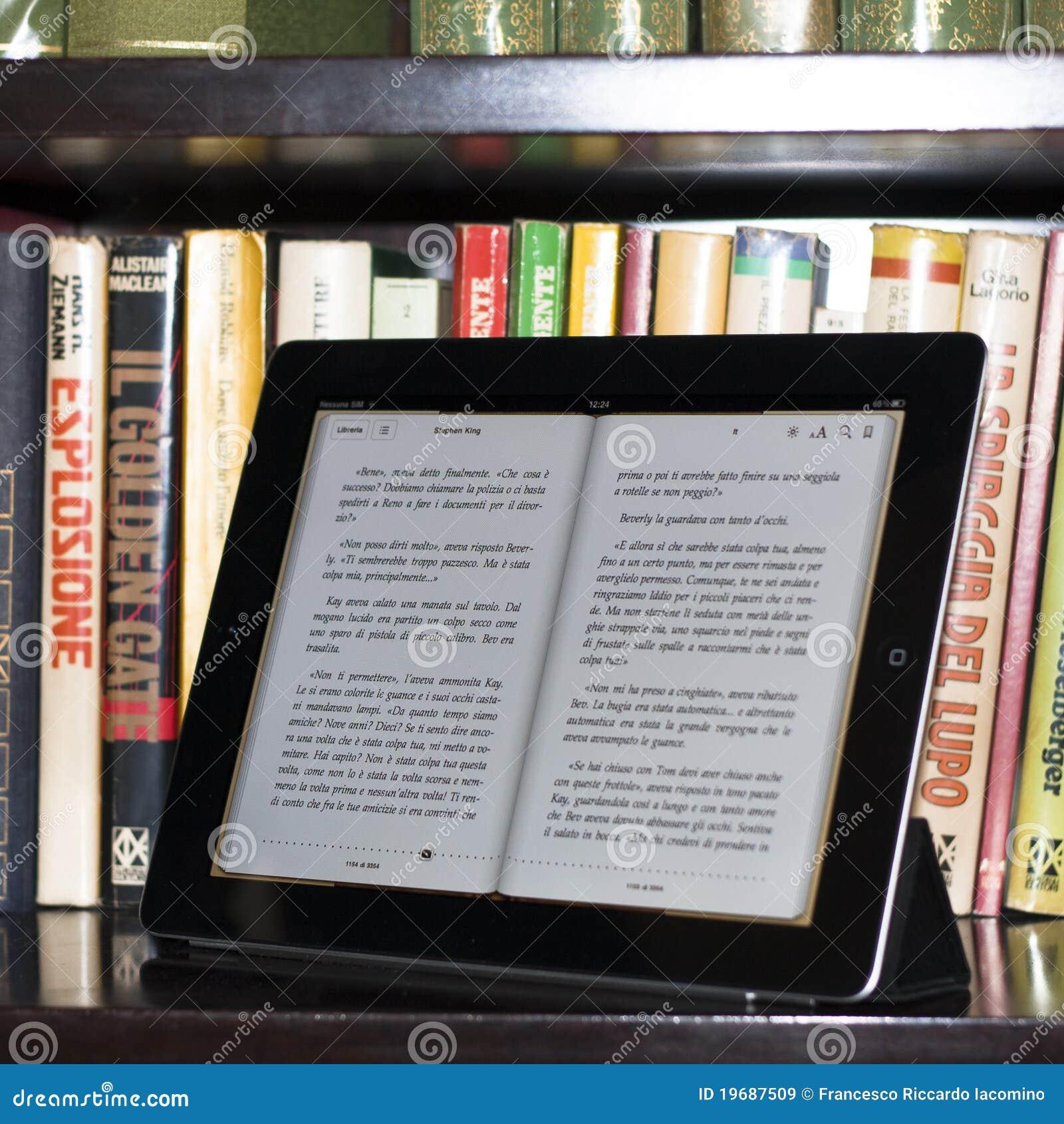 Appel ipad 2 in een moderne bibliotheek redactionele stock afbeelding beeld 19687509 - Moderne bibliotheek ...