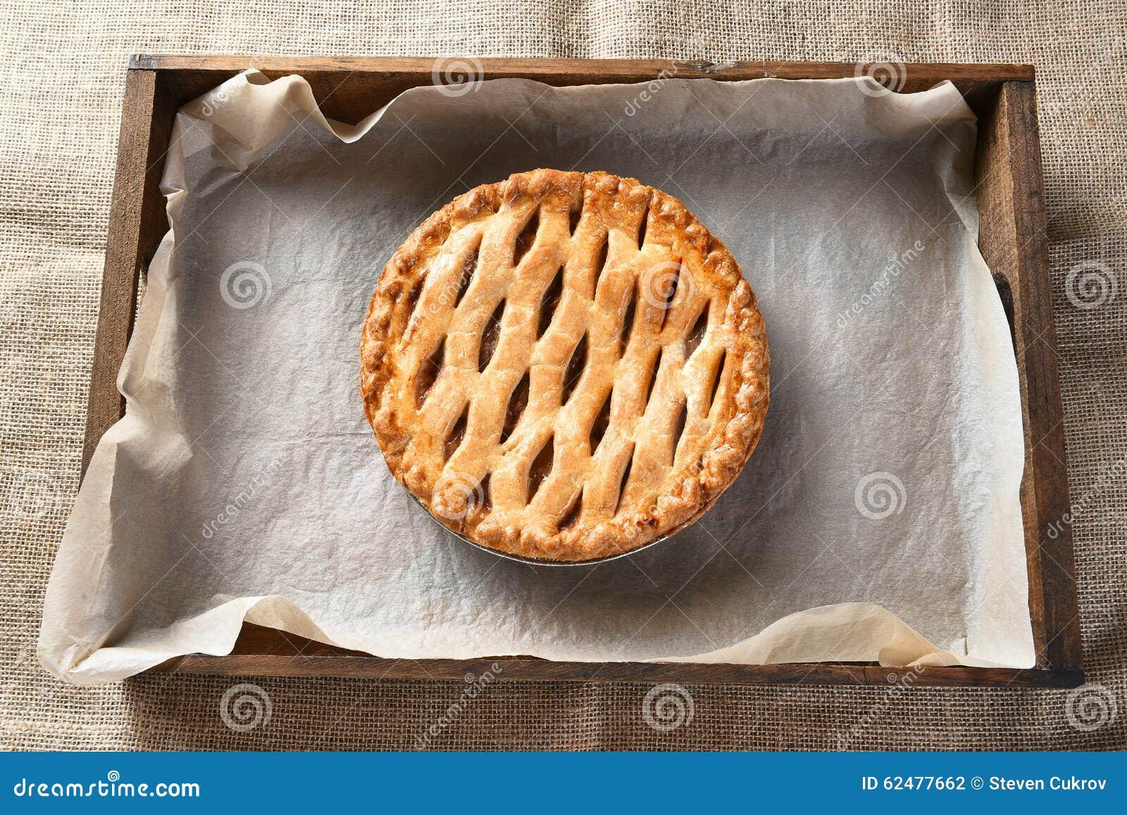 Appeltaart in houten doos stock foto afbeelding 62477662 - Krat met appel ...