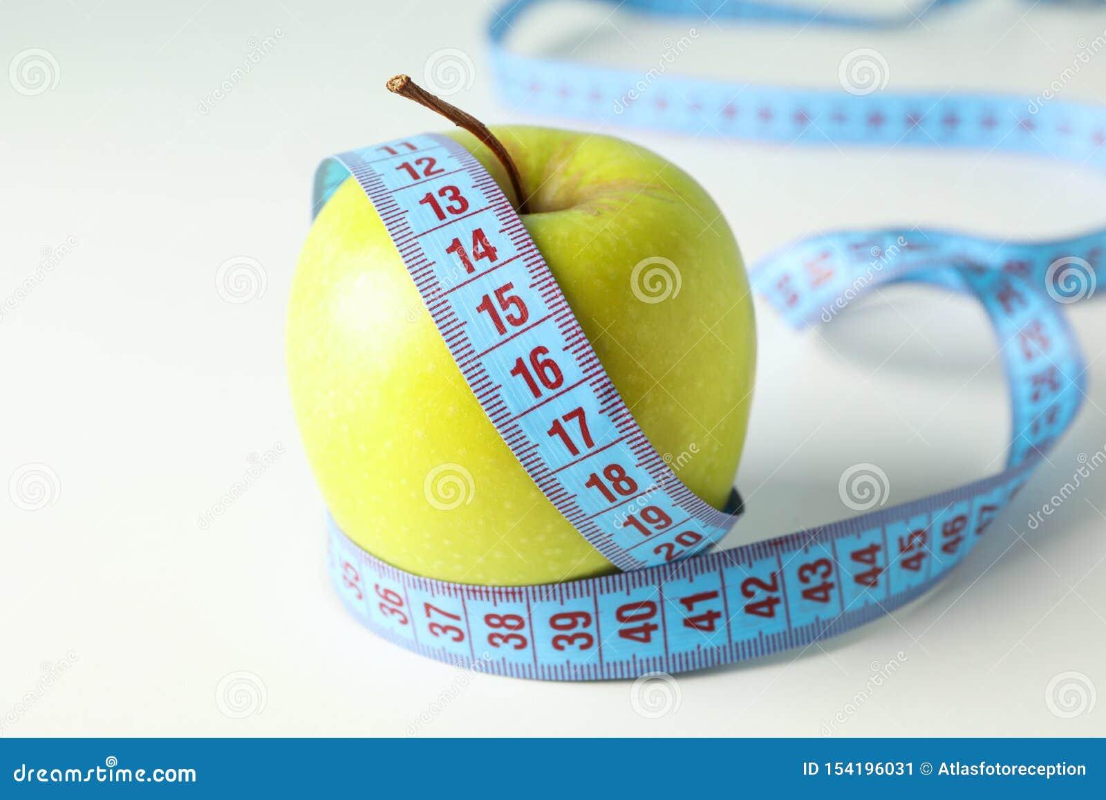 Apple avec la bande de mesure sur le fond blanc