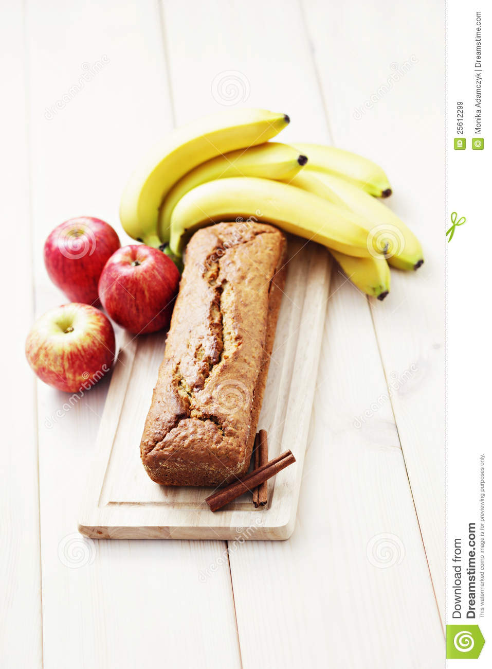 Apple And Banana Cake Royalty Free Stock Images - Image: 25612299