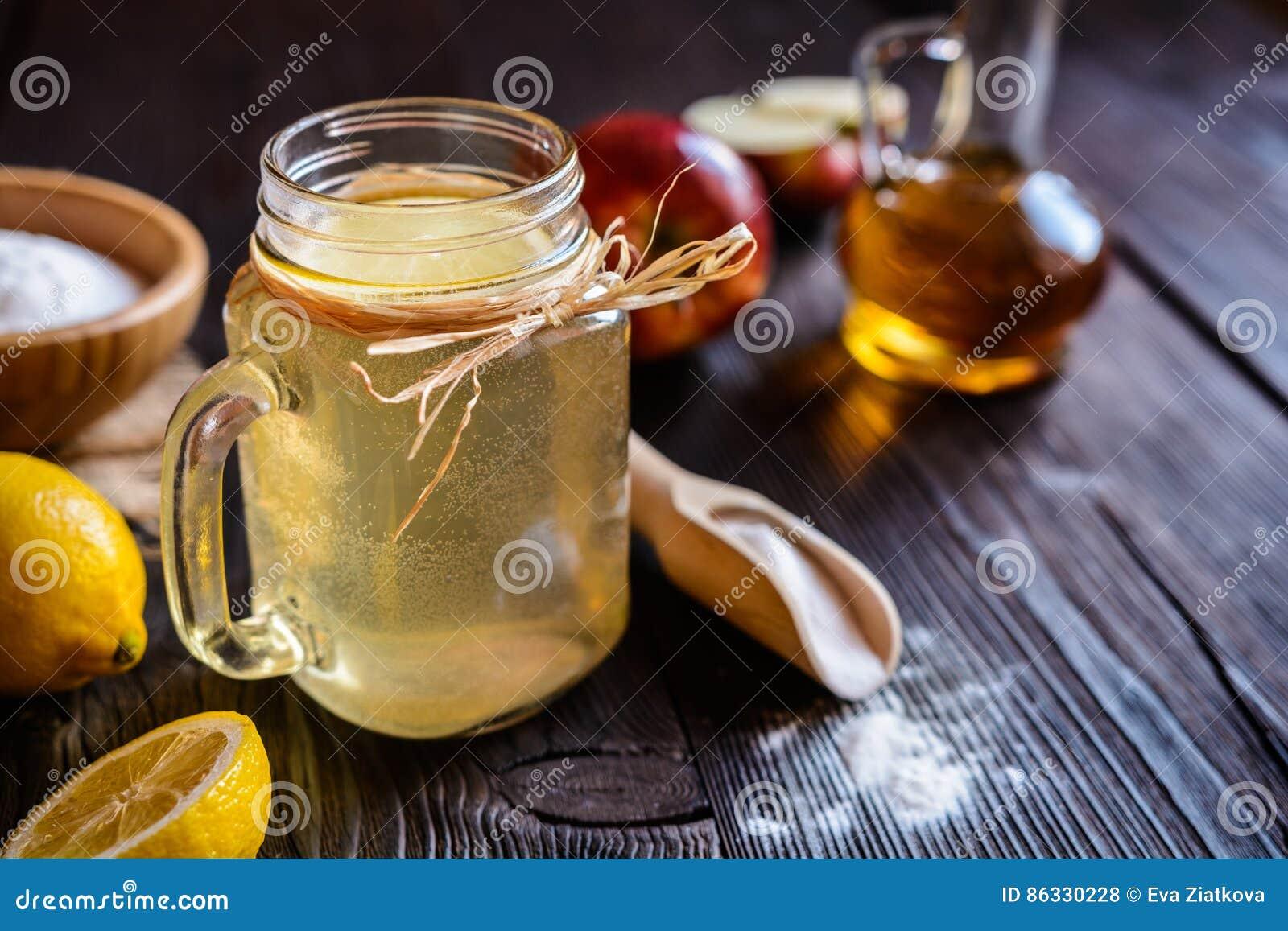 Apple Cider Vinegar, Lemon And Baking Soda Drink Stock