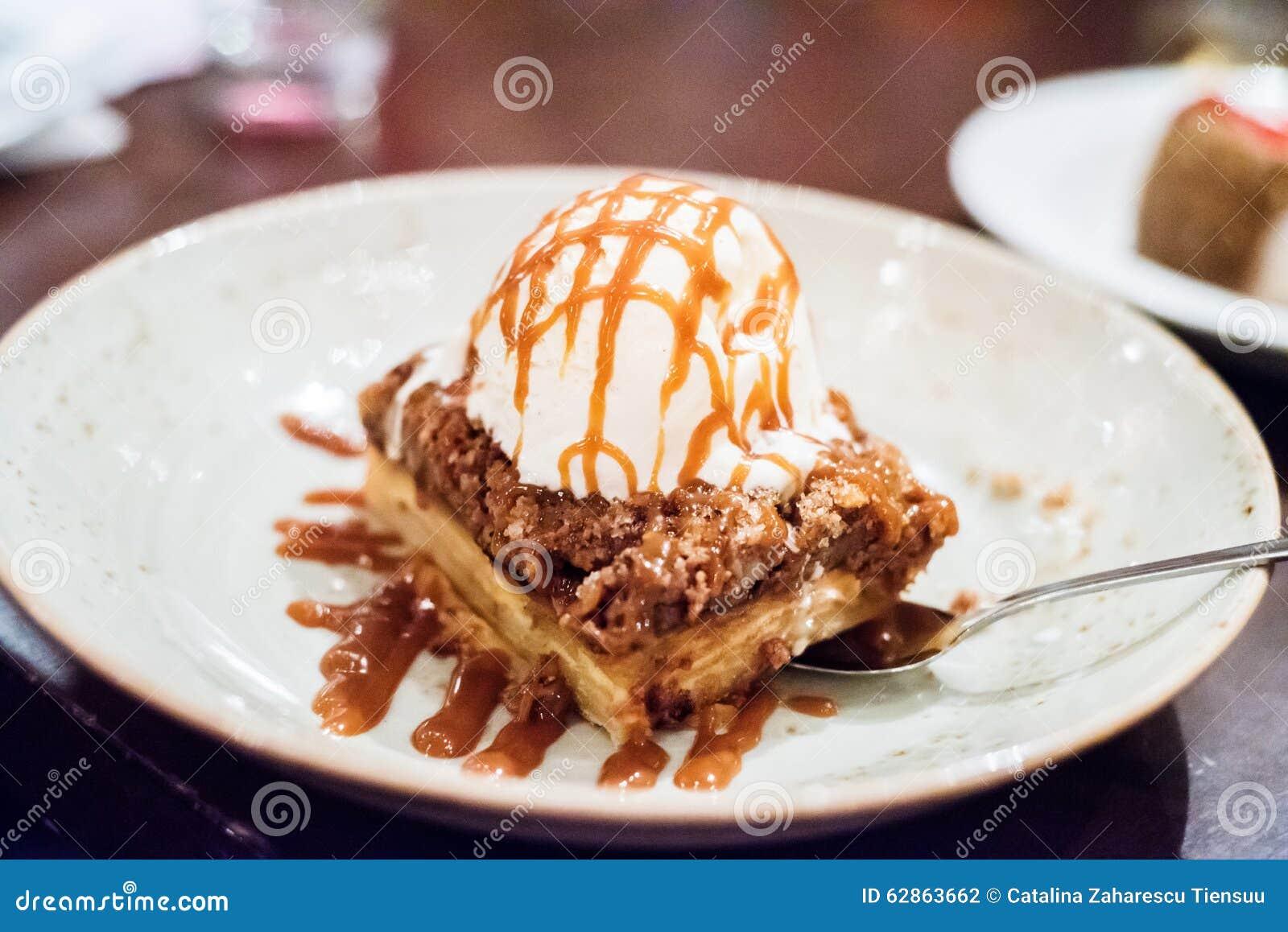 Apple cobbler with vanilla ice cream