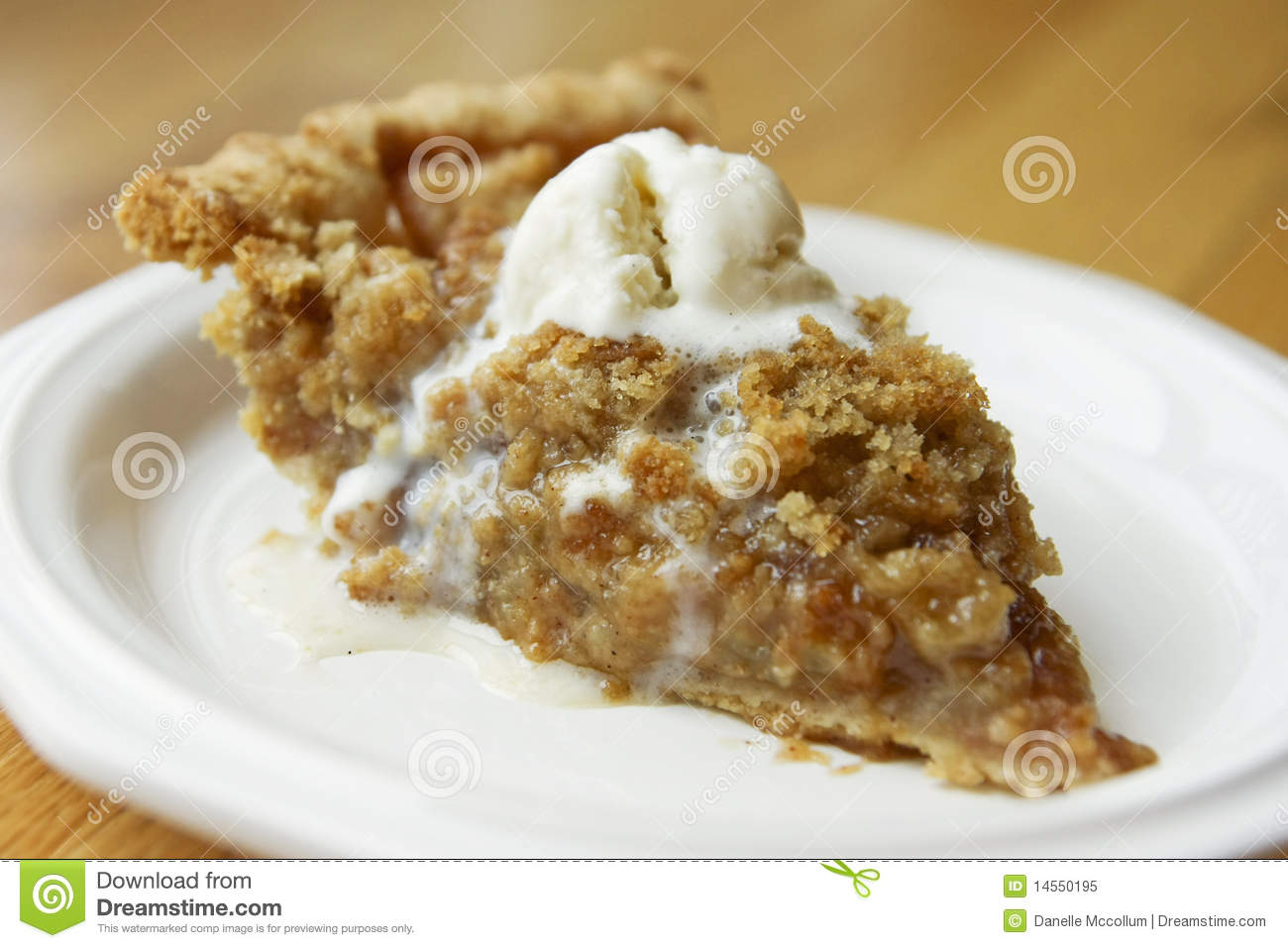Apple Crumble Pie Royalty Free Stock Photo - Image: 14550195