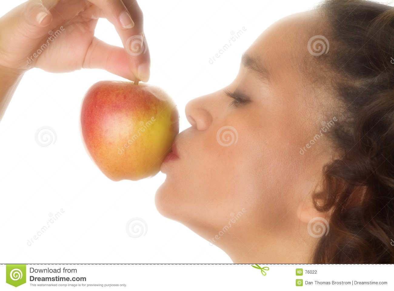 Apple da kissing