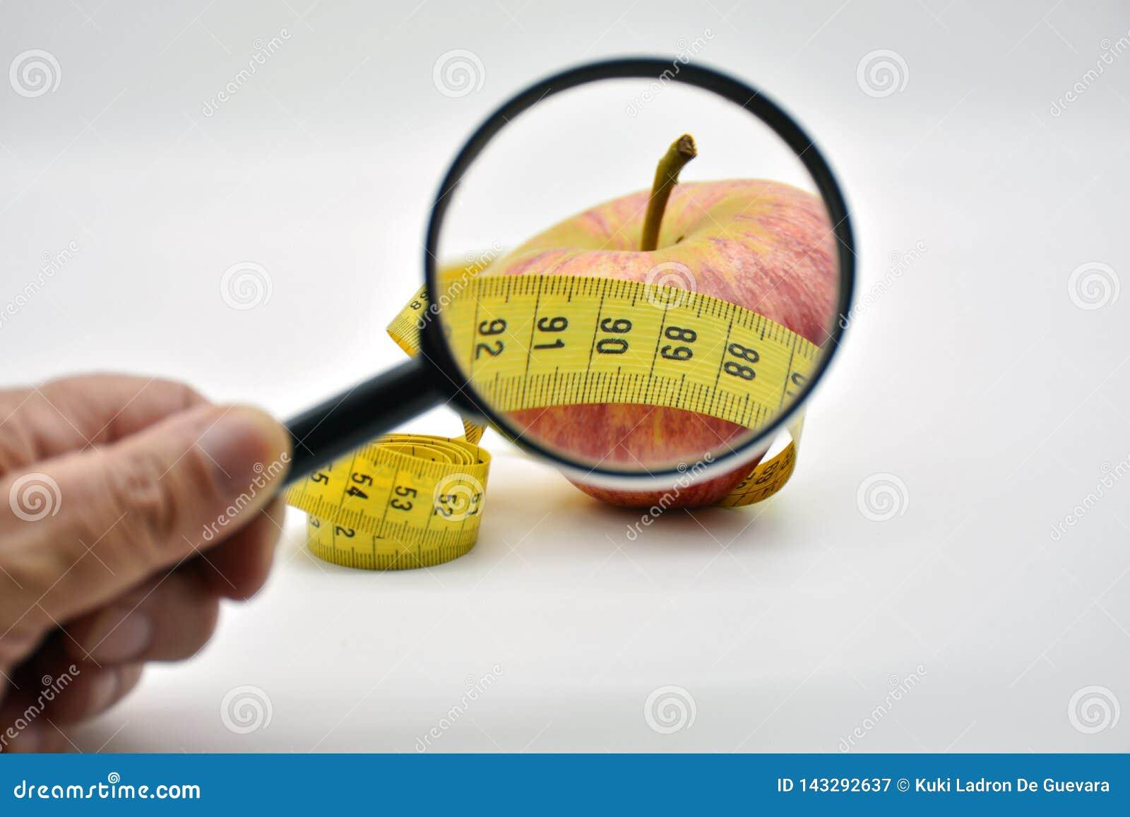 Apple dat met een meetlint wordt verpakt