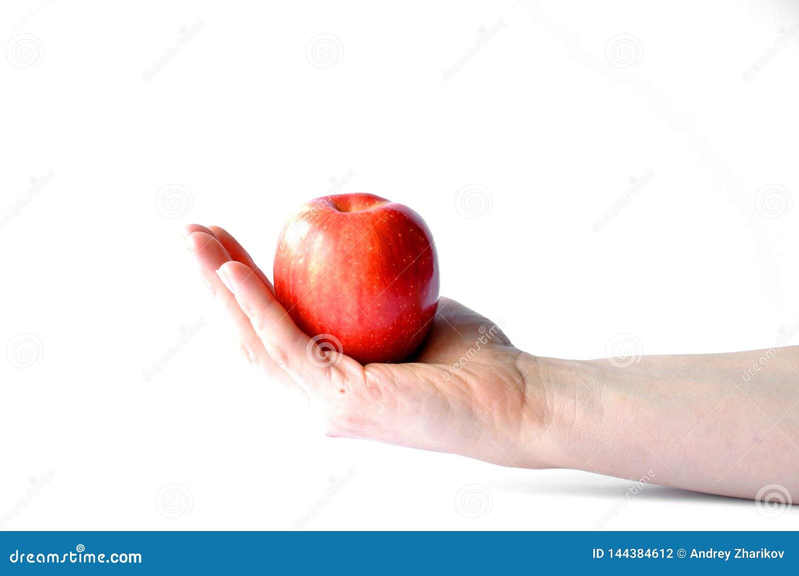 Apple in der Hand lokalisiert auf weißem Hintergrund