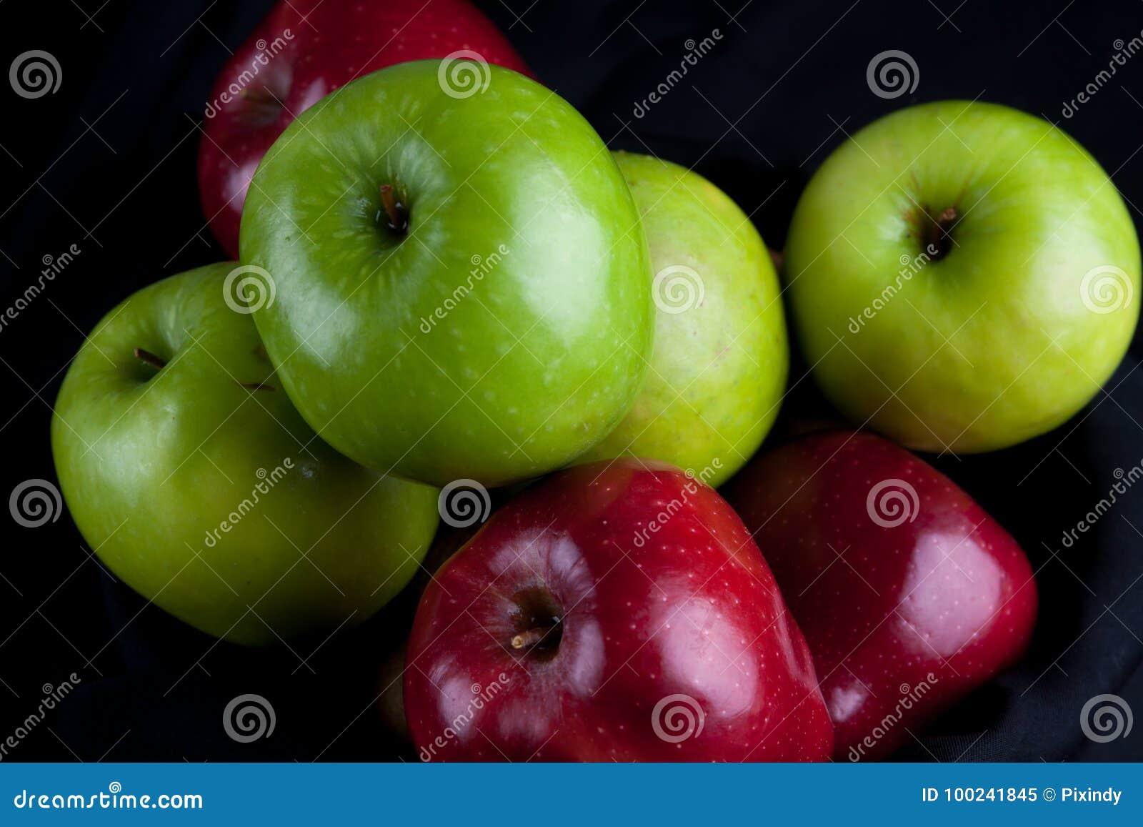 comparison of apple and black berry Blackberry priv vs apple iphone 6s mobile phones comparison - compare size, camera, specs, features, price of blackberry priv with apple iphone 6s.